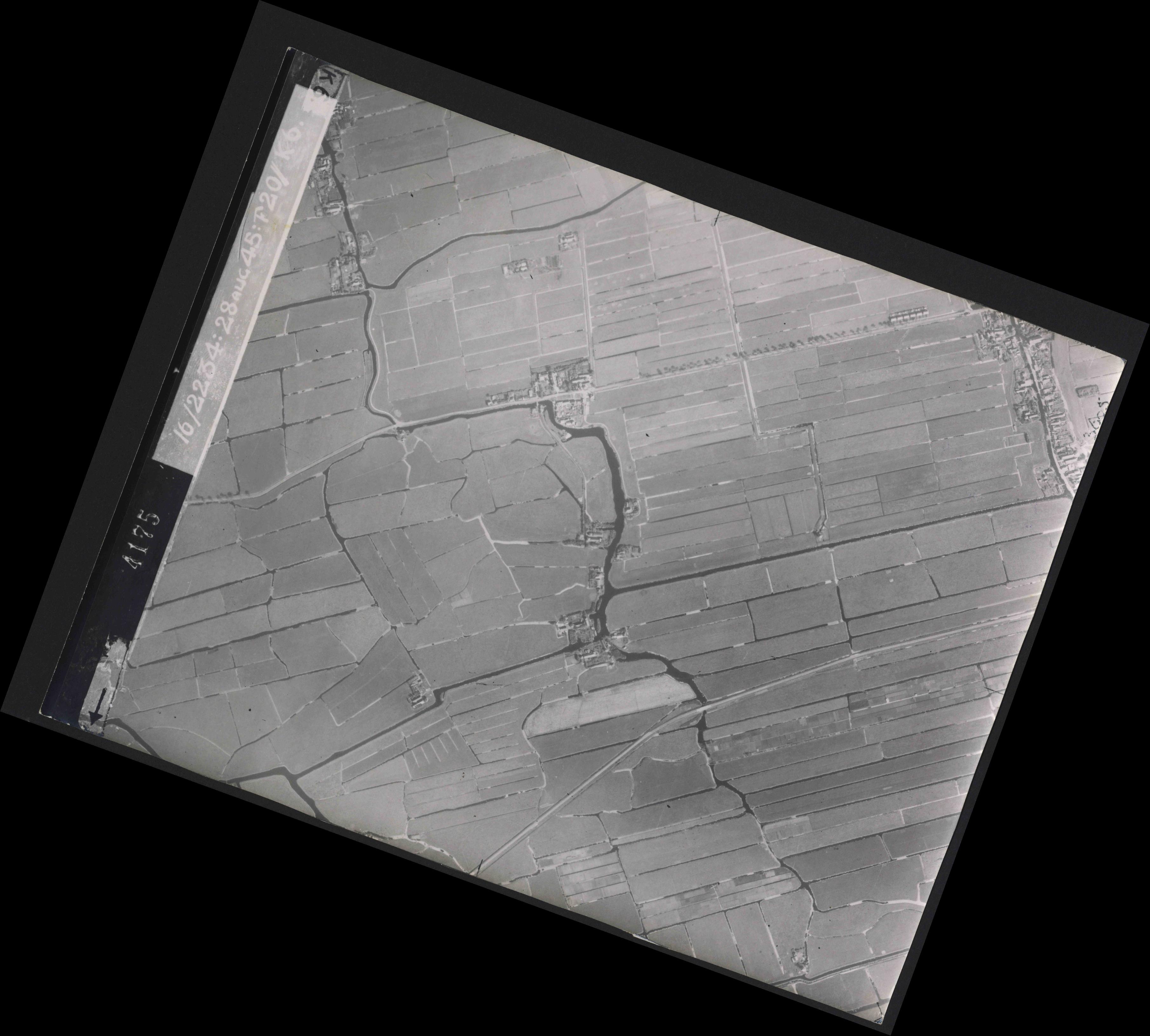 Collection RAF aerial photos 1940-1945 - flight 031, run 01, photo 4175