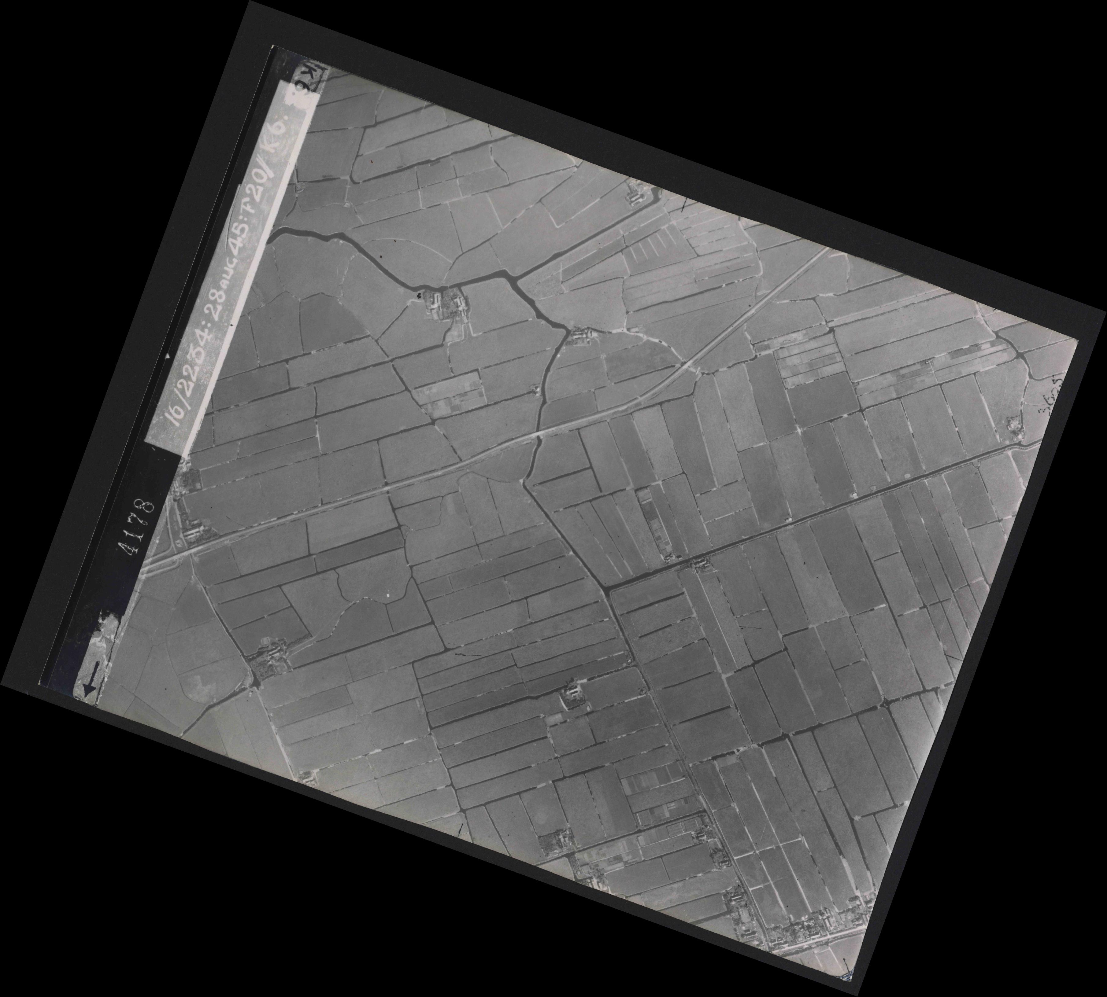 Collection RAF aerial photos 1940-1945 - flight 031, run 01, photo 4178