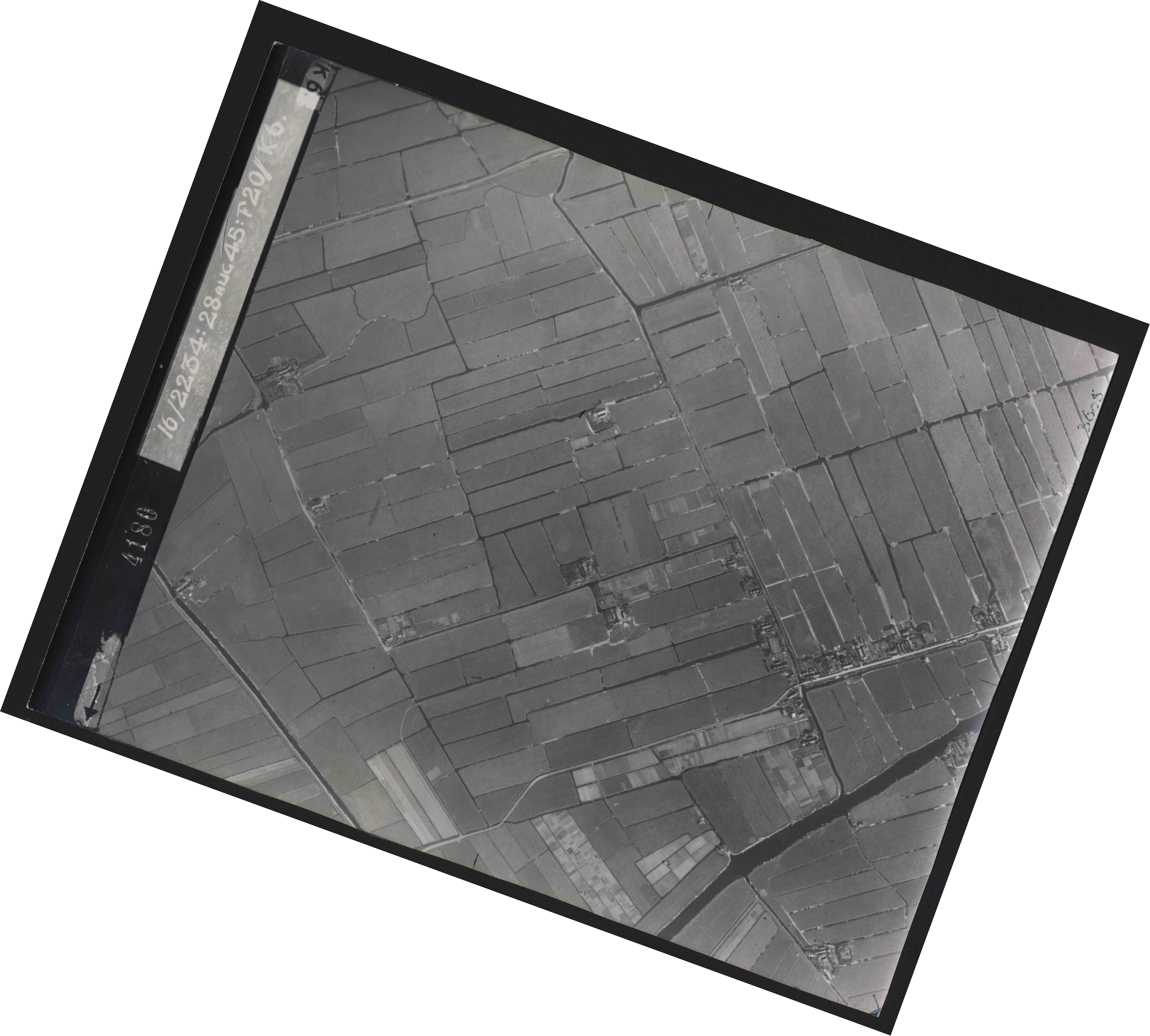 Collection RAF aerial photos 1940-1945 - flight 031, run 01, photo 4180