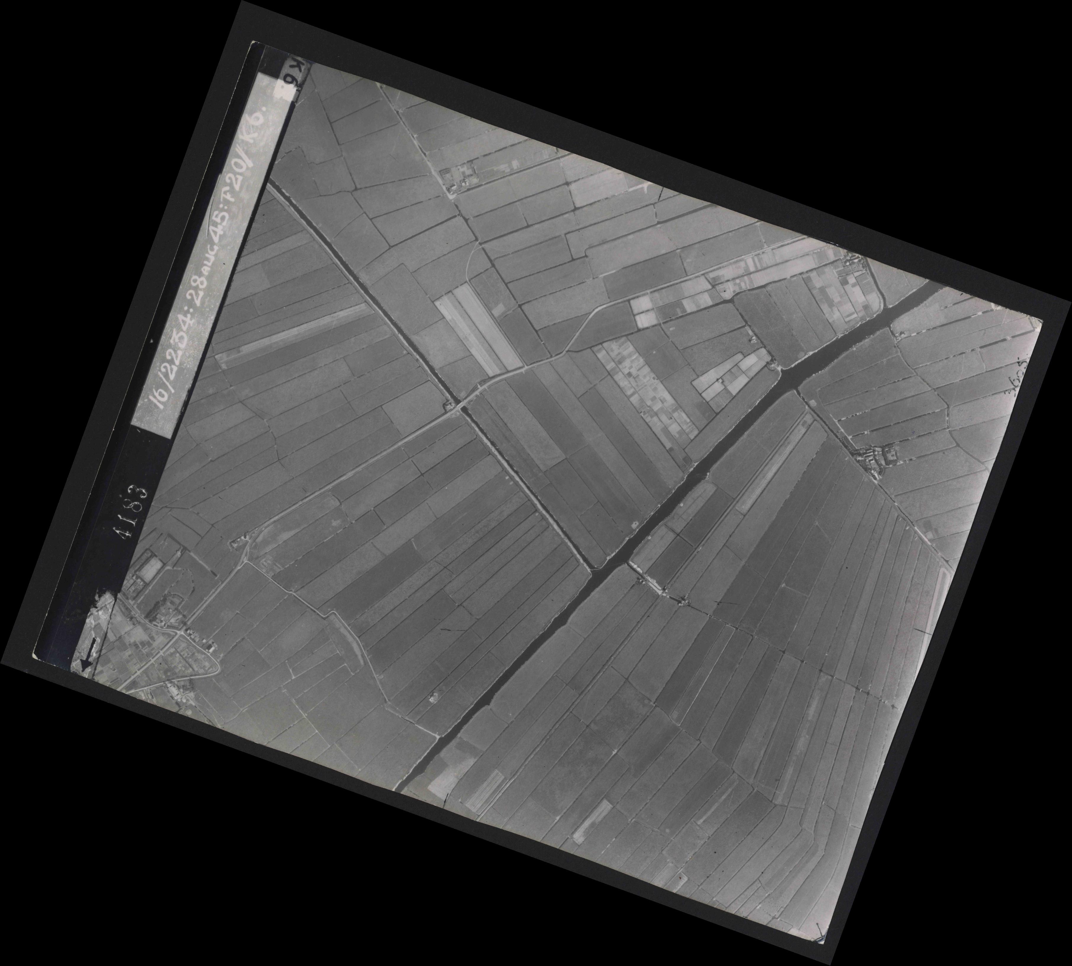 Collection RAF aerial photos 1940-1945 - flight 031, run 01, photo 4183