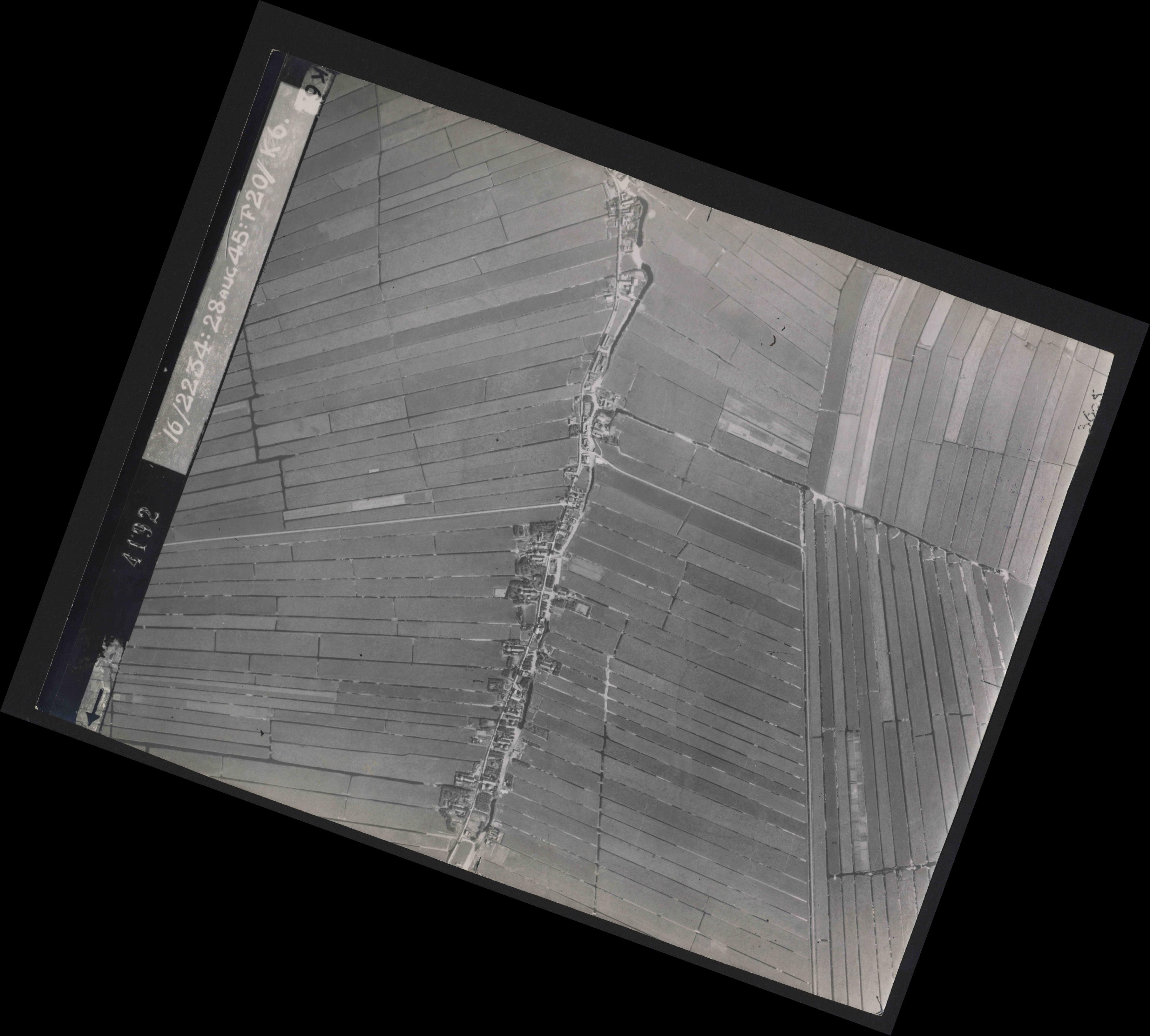 Collection RAF aerial photos 1940-1945 - flight 031, run 01, photo 4192