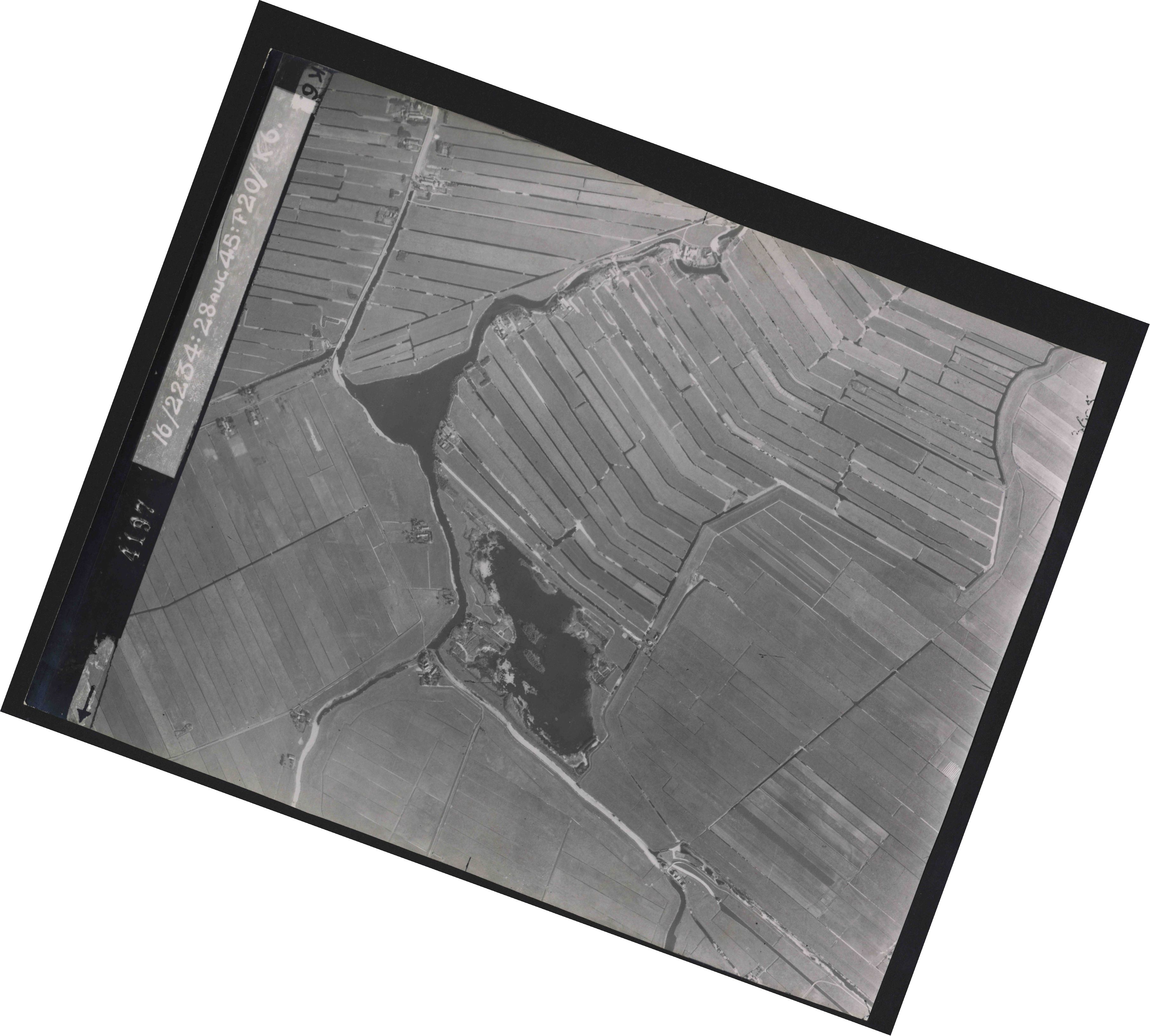 Collection RAF aerial photos 1940-1945 - flight 031, run 01, photo 4197