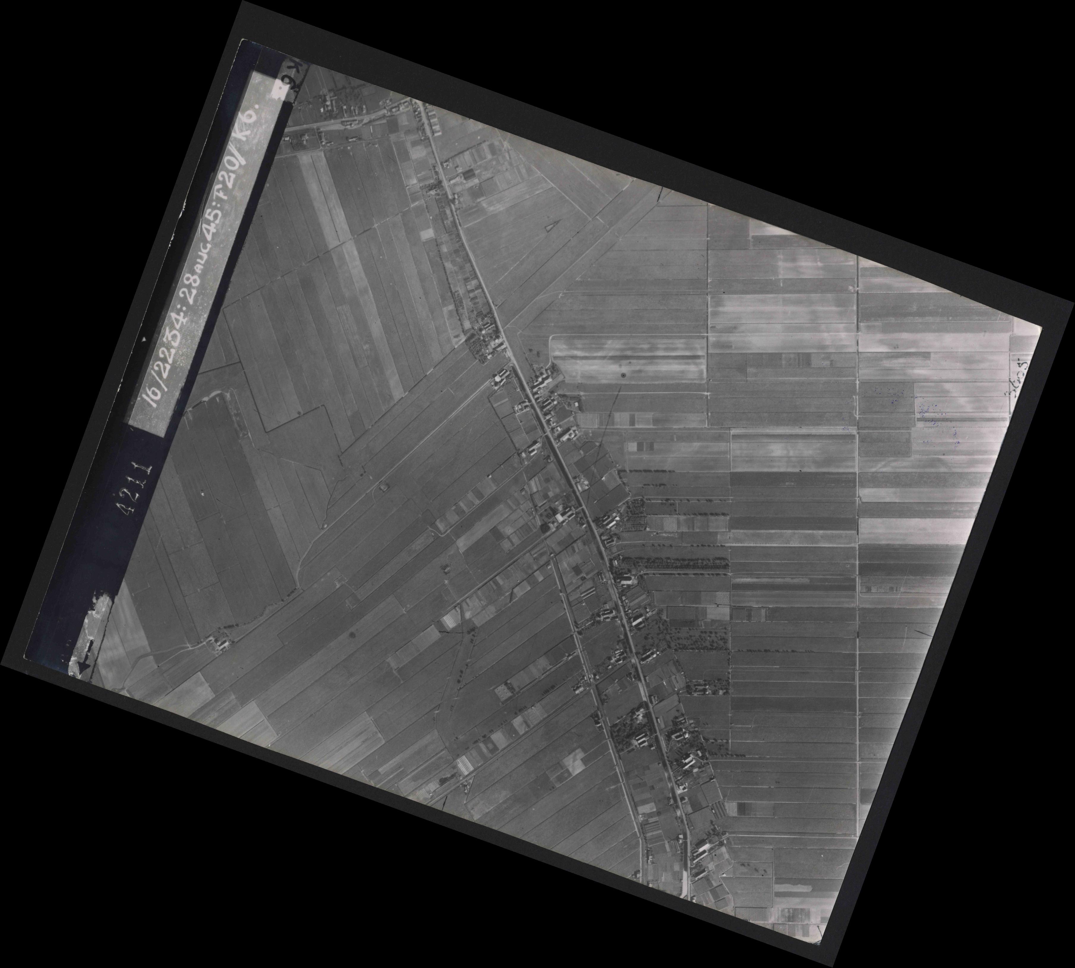 Collection RAF aerial photos 1940-1945 - flight 031, run 01, photo 4211