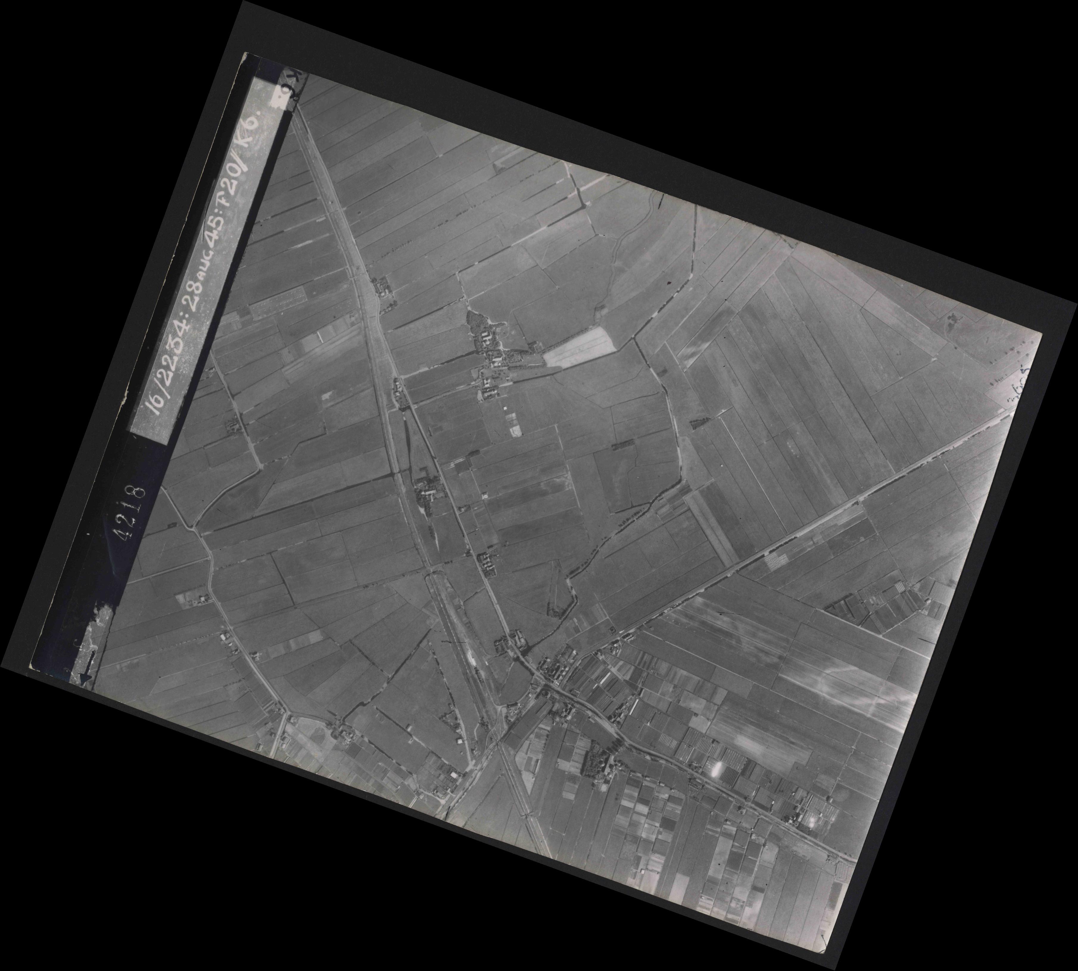 Collection RAF aerial photos 1940-1945 - flight 031, run 01, photo 4218