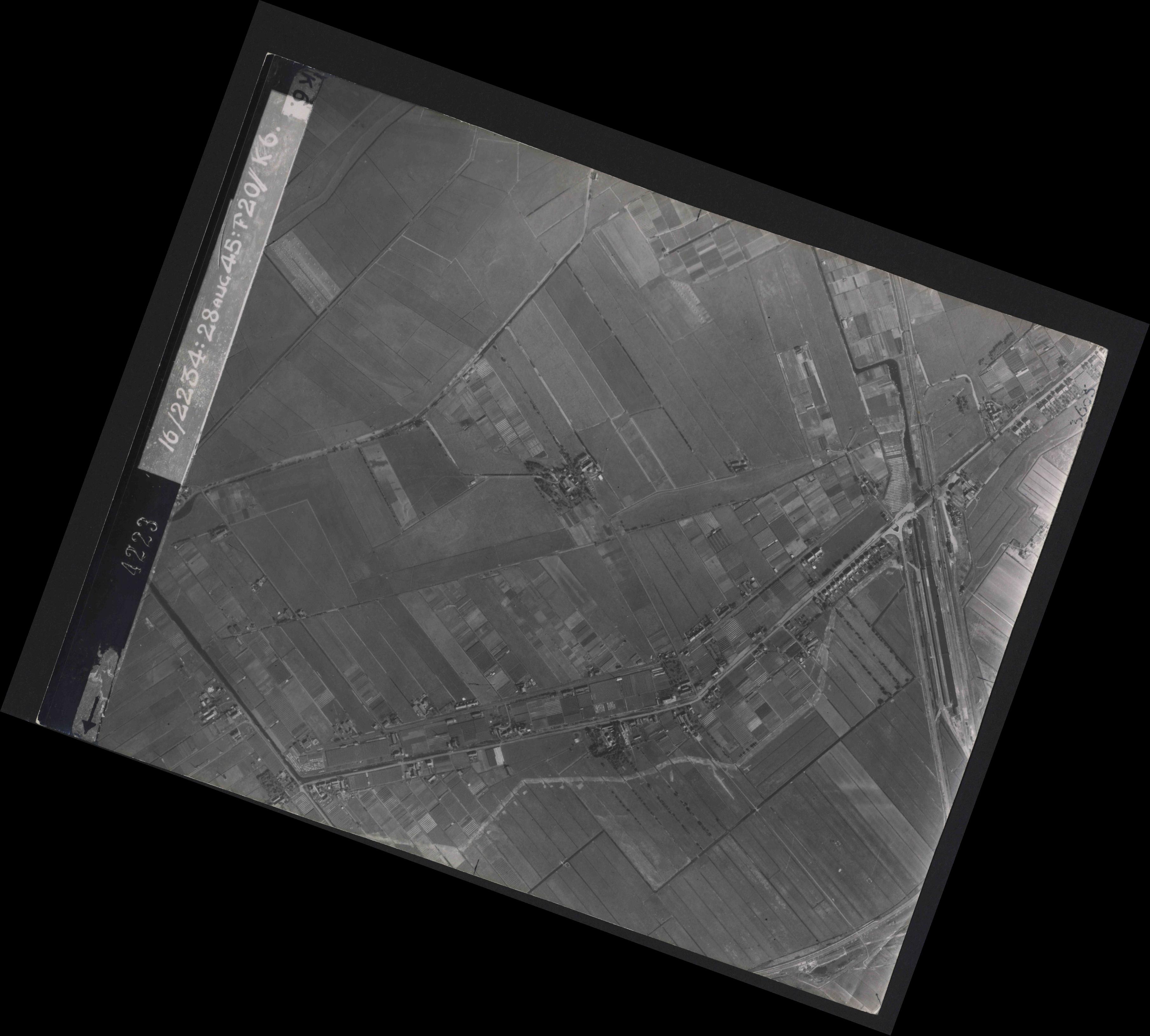Collection RAF aerial photos 1940-1945 - flight 031, run 01, photo 4223