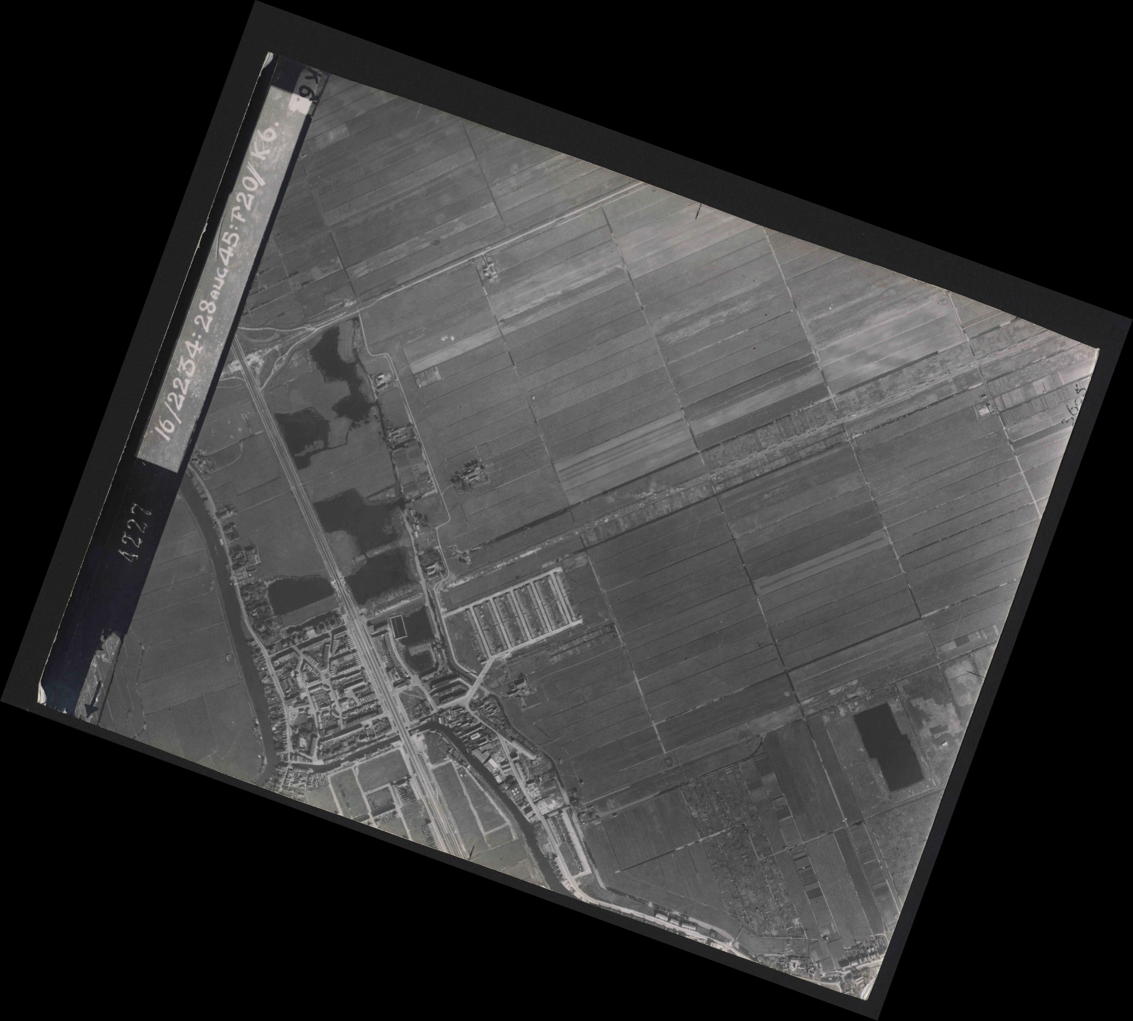 Collection RAF aerial photos 1940-1945 - flight 031, run 01, photo 4227