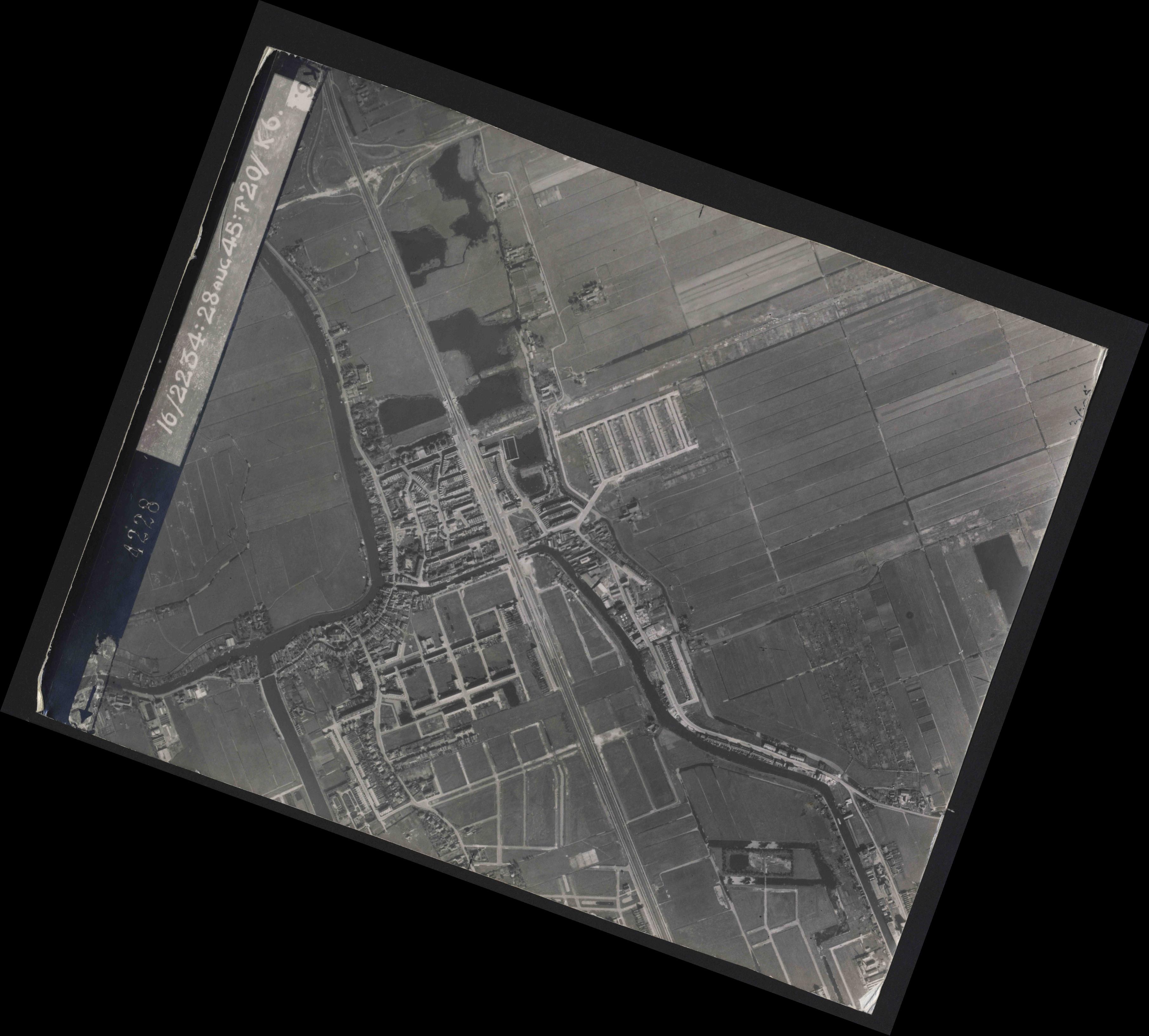 Collection RAF aerial photos 1940-1945 - flight 031, run 01, photo 4228