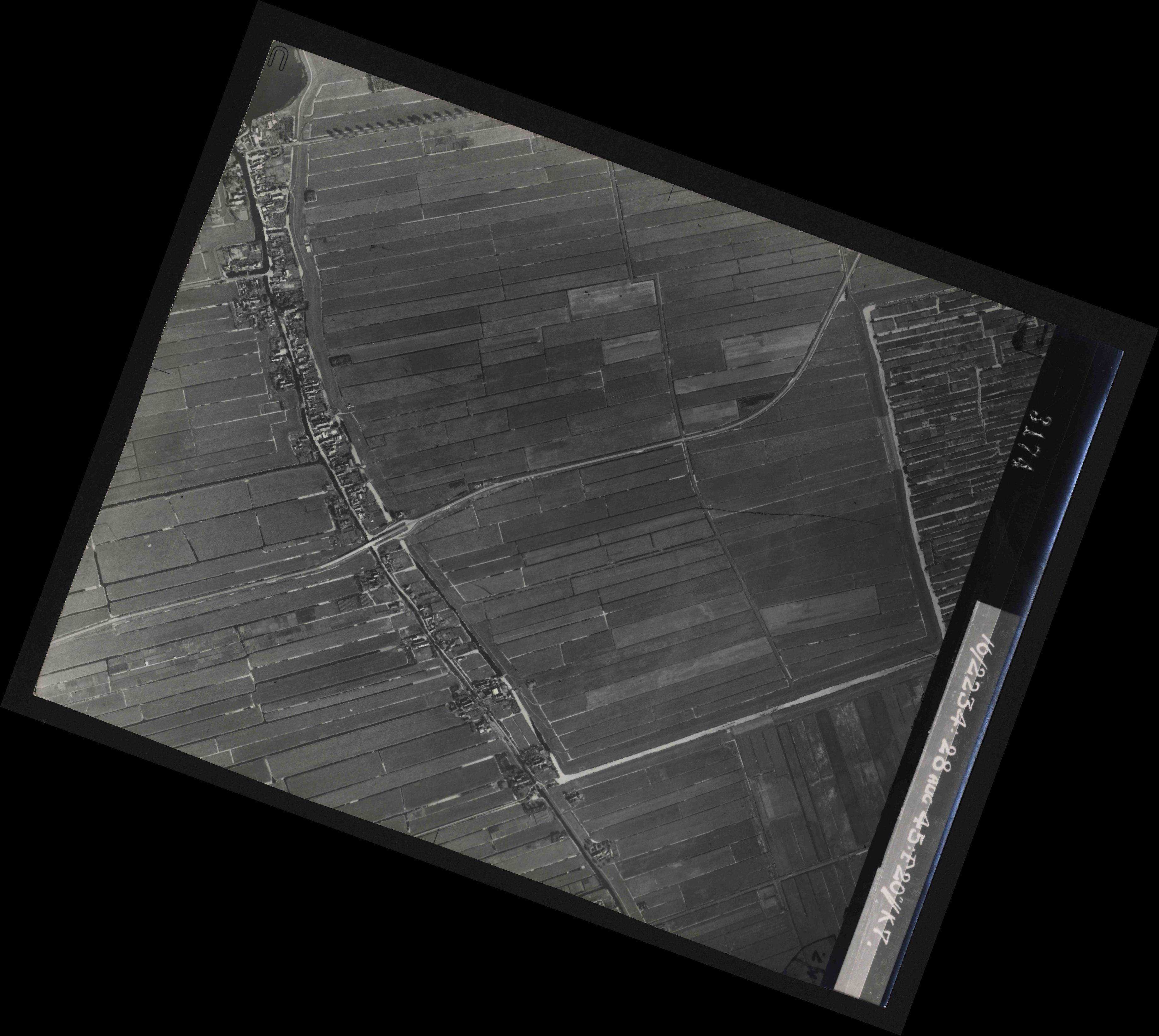 Collection RAF aerial photos 1940-1945 - flight 031, run 02, photo 3174