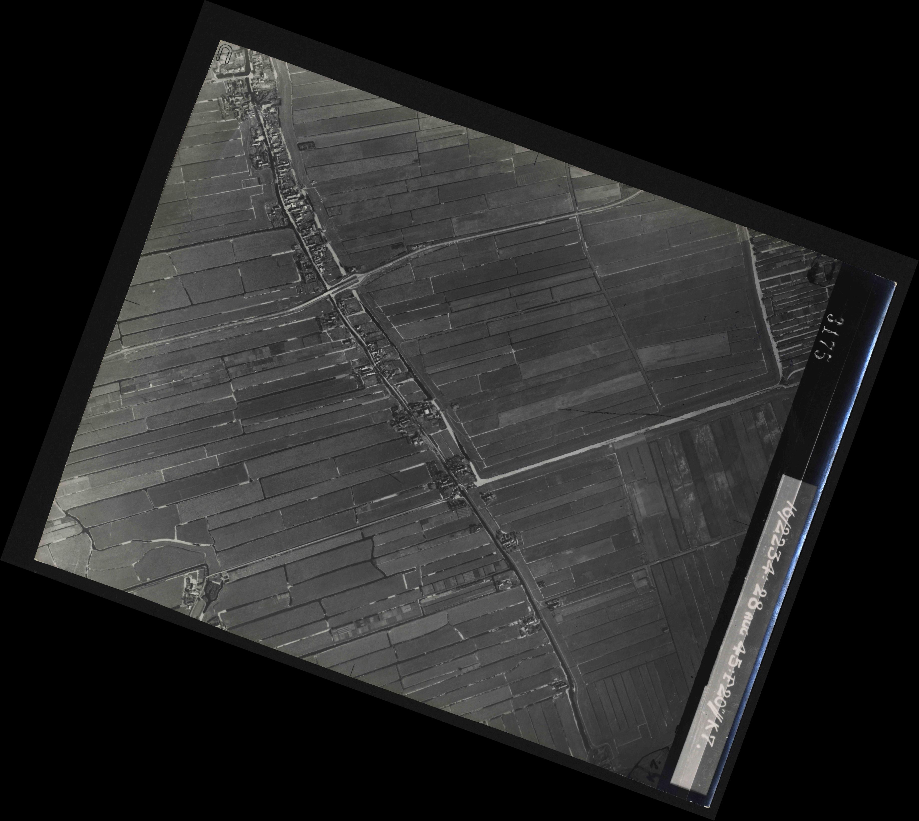 Collection RAF aerial photos 1940-1945 - flight 031, run 02, photo 3175