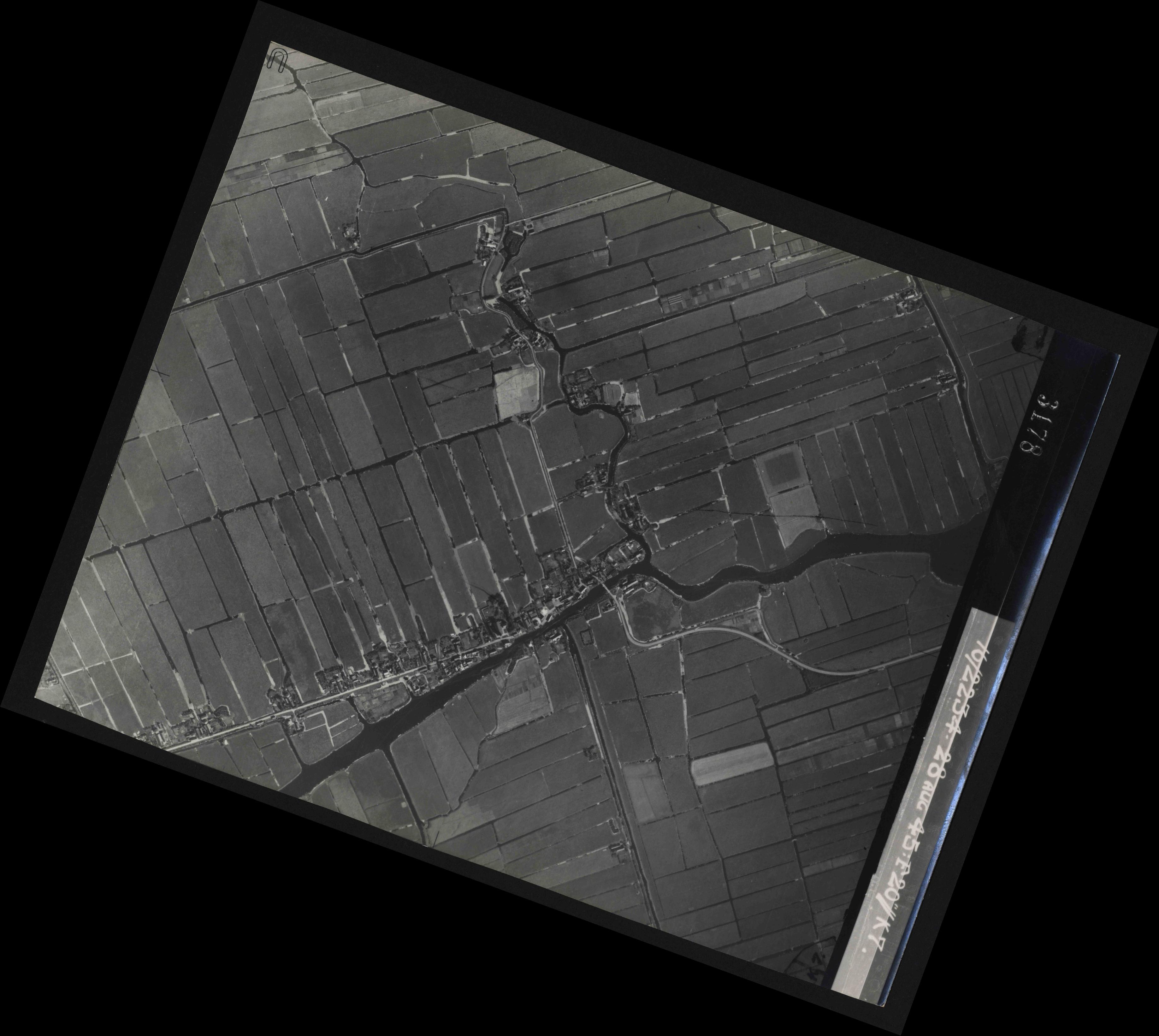 Collection RAF aerial photos 1940-1945 - flight 031, run 02, photo 3178