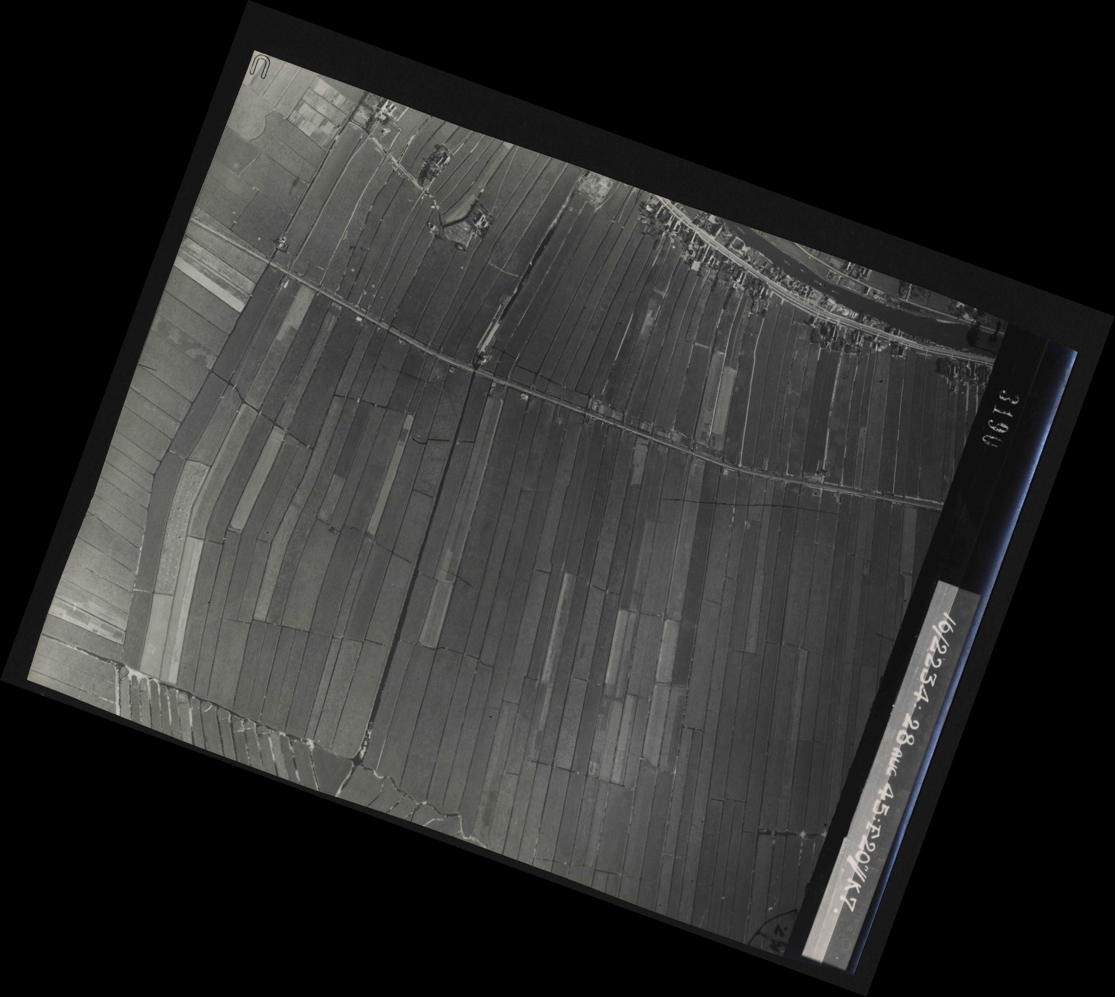Collection RAF aerial photos 1940-1945 - flight 031, run 02, photo 3190