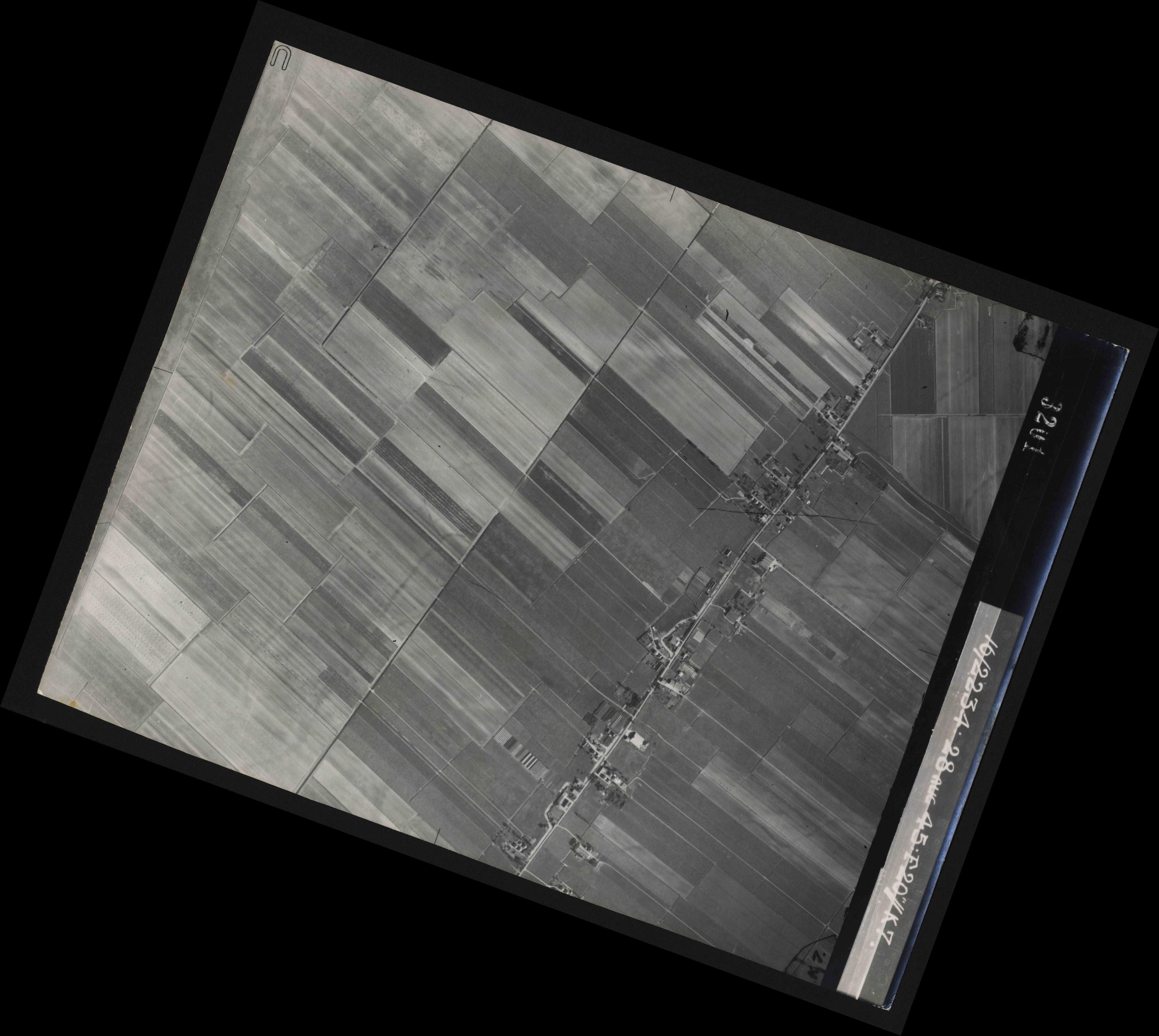 Collection RAF aerial photos 1940-1945 - flight 031, run 02, photo 3201