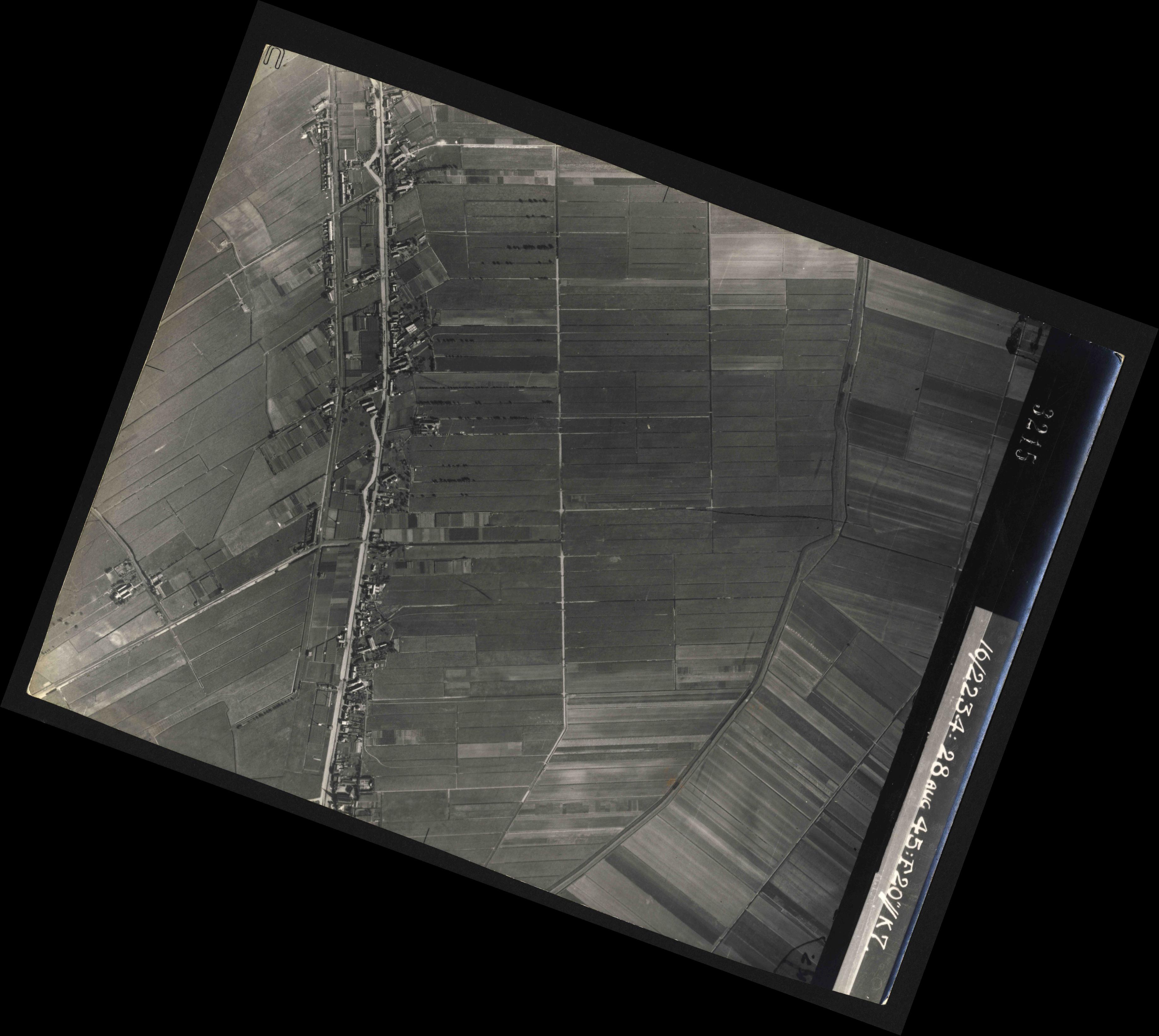 Collection RAF aerial photos 1940-1945 - flight 031, run 02, photo 3215