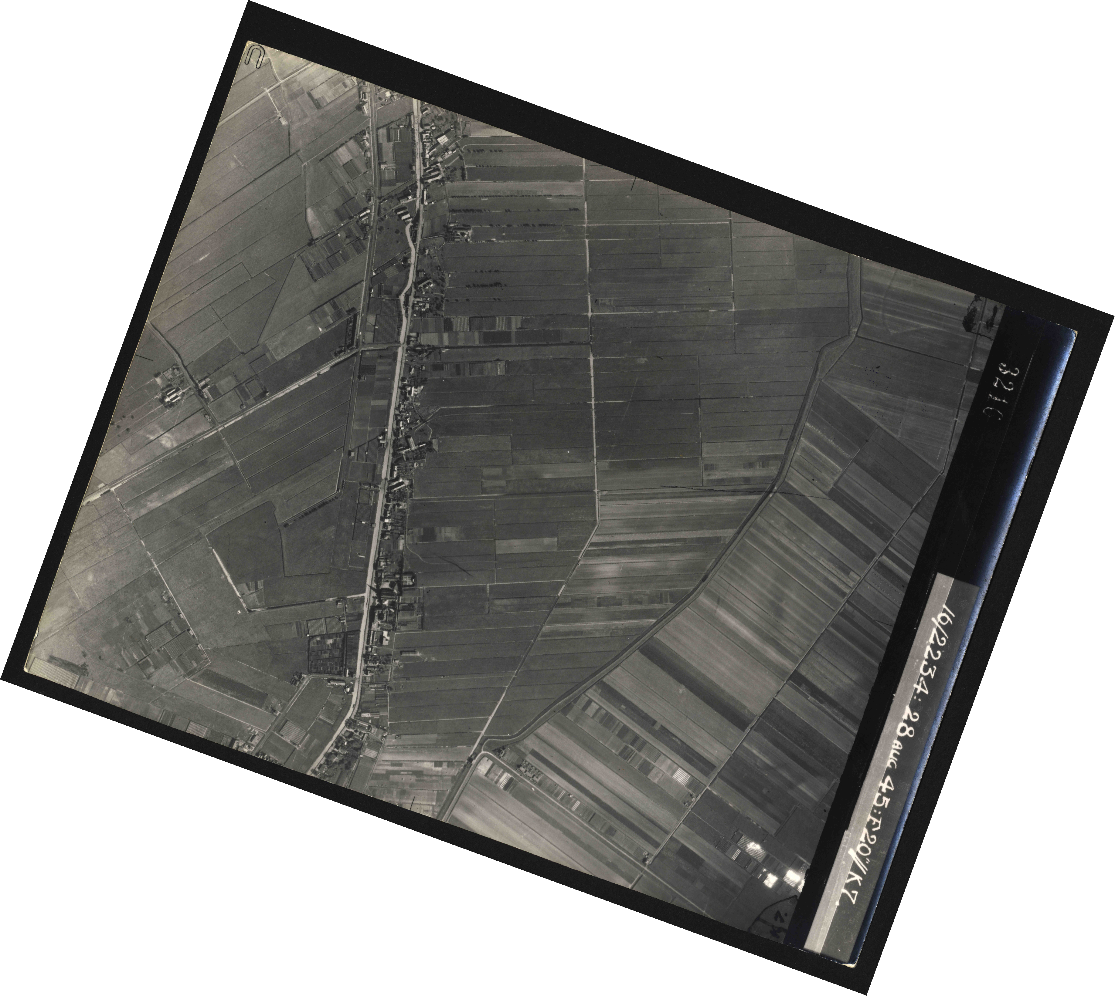 Collection RAF aerial photos 1940-1945 - flight 031, run 02, photo 3216