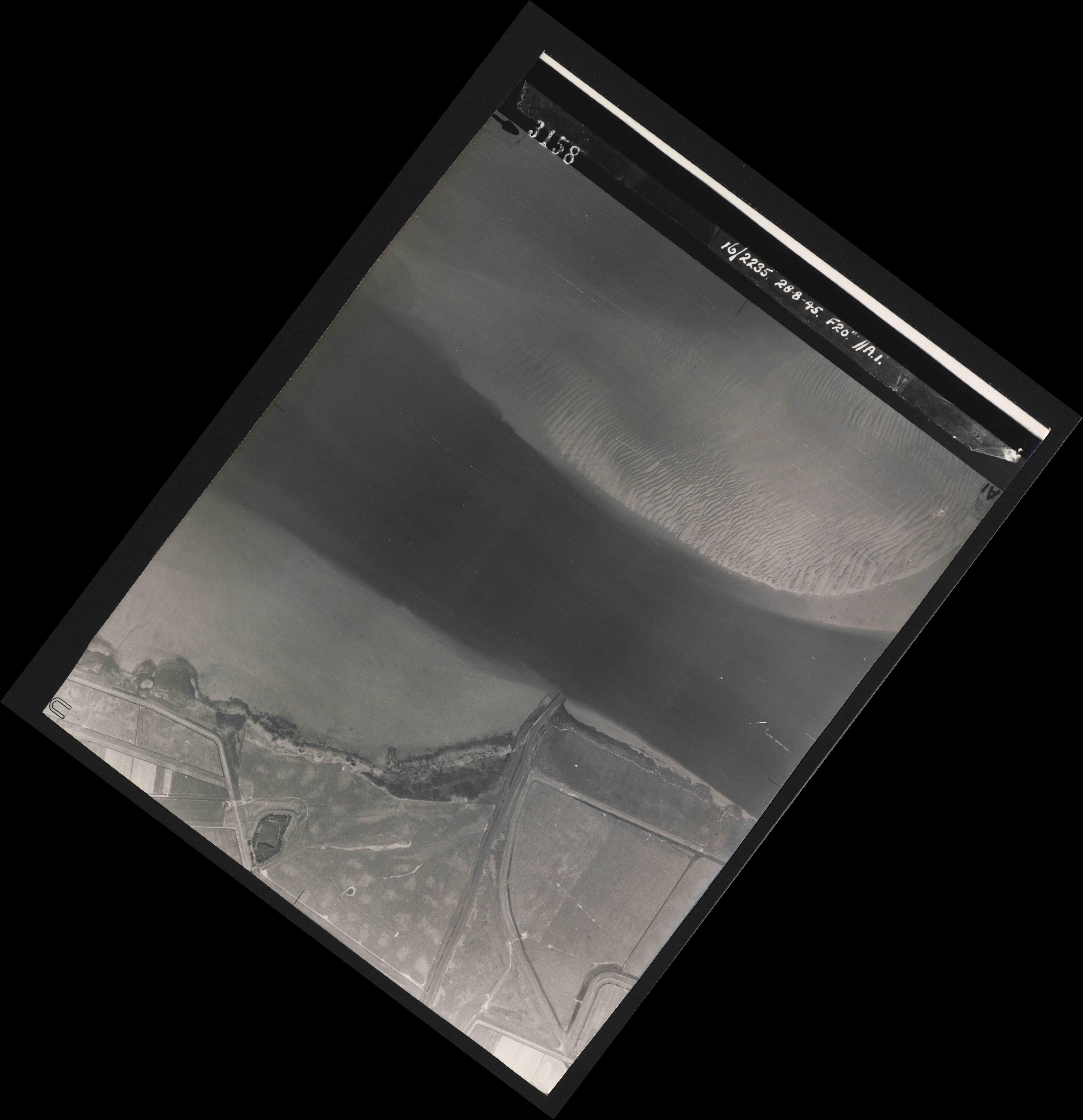 Collection RAF aerial photos 1940-1945 - flight 033, run 01, photo 3158