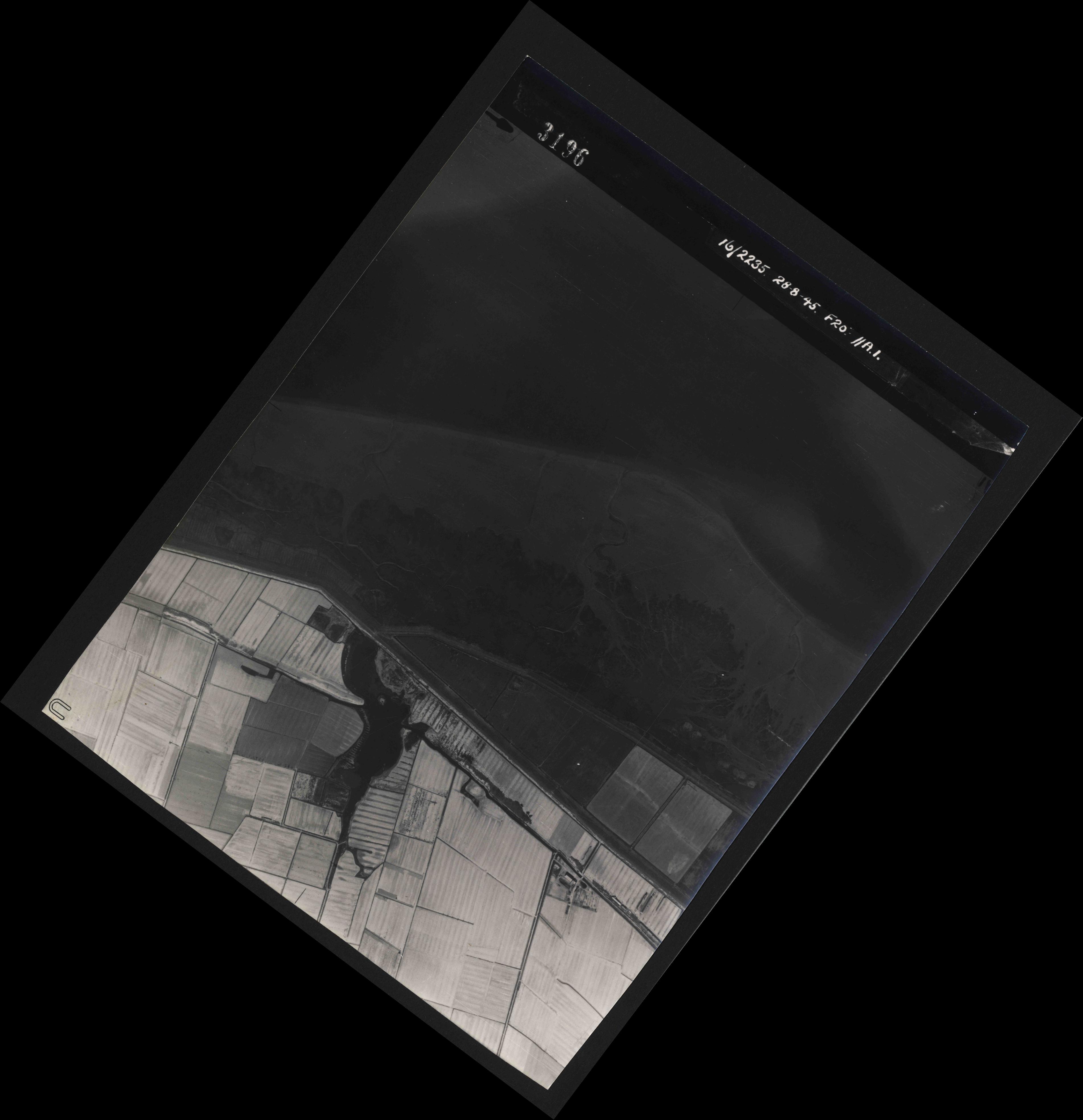Collection RAF aerial photos 1940-1945 - flight 033, run 01, photo 3196