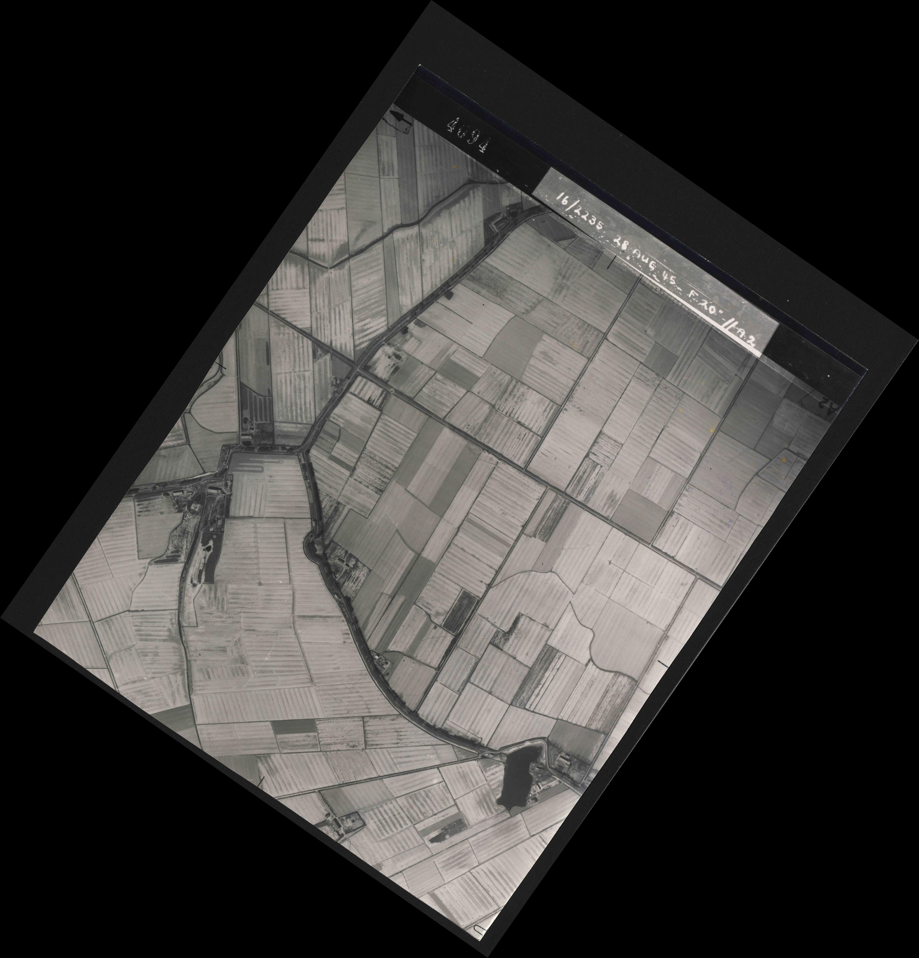 Collection RAF aerial photos 1940-1945 - flight 033, run 02, photo 4094