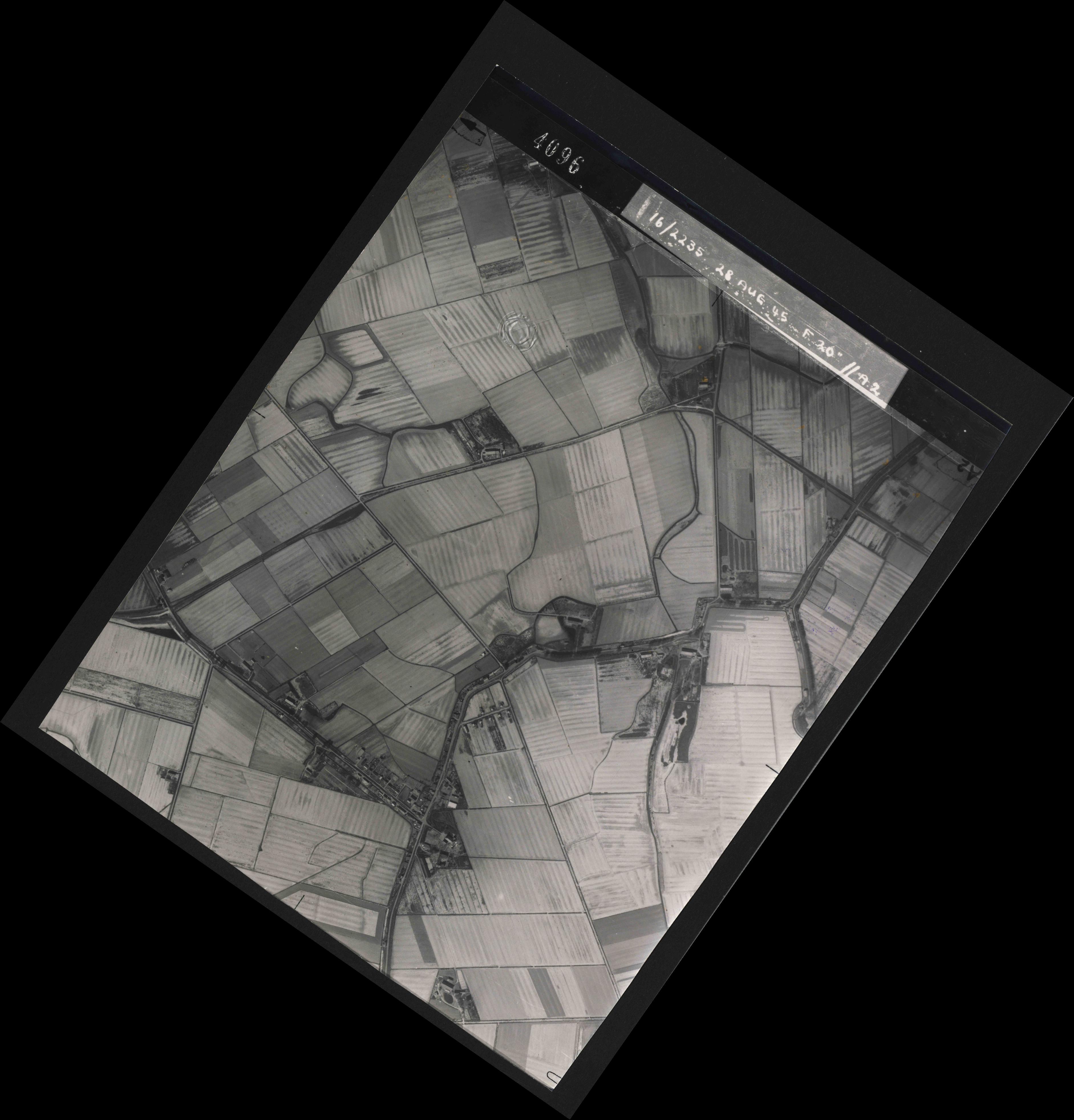 Collection RAF aerial photos 1940-1945 - flight 033, run 02, photo 4096