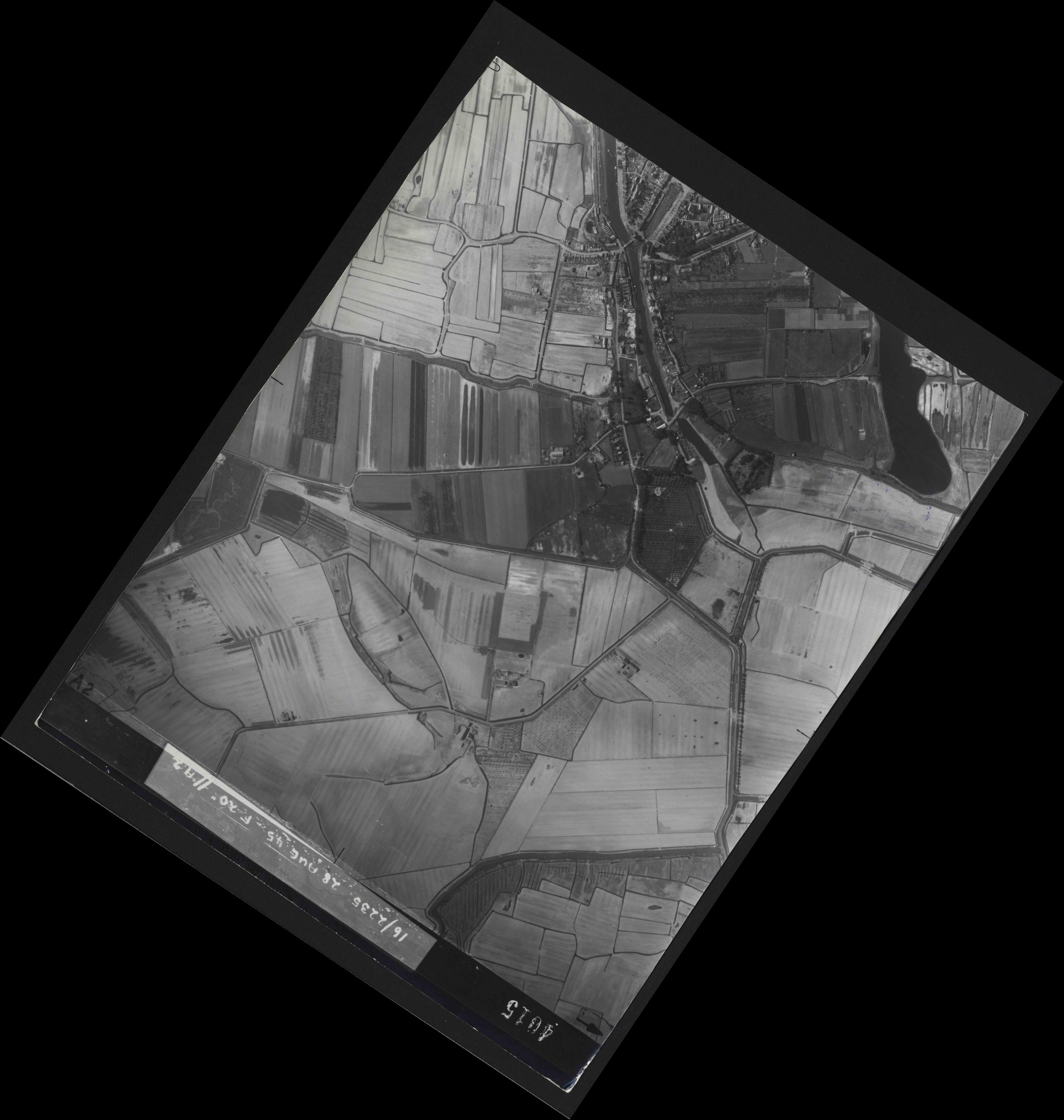 Collection RAF aerial photos 1940-1945 - flight 033, run 07, photo 4015