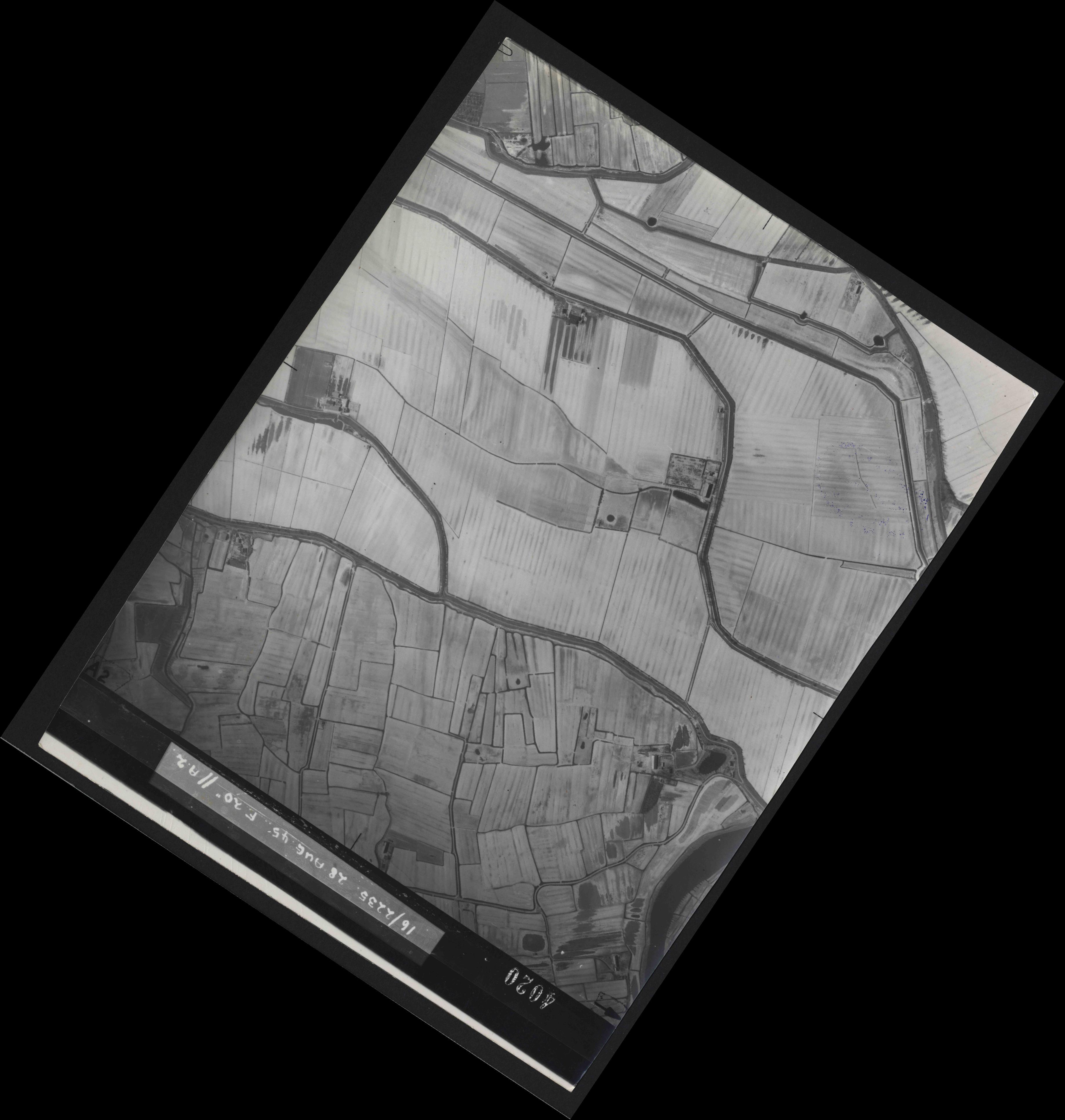 Collection RAF aerial photos 1940-1945 - flight 033, run 07, photo 4020