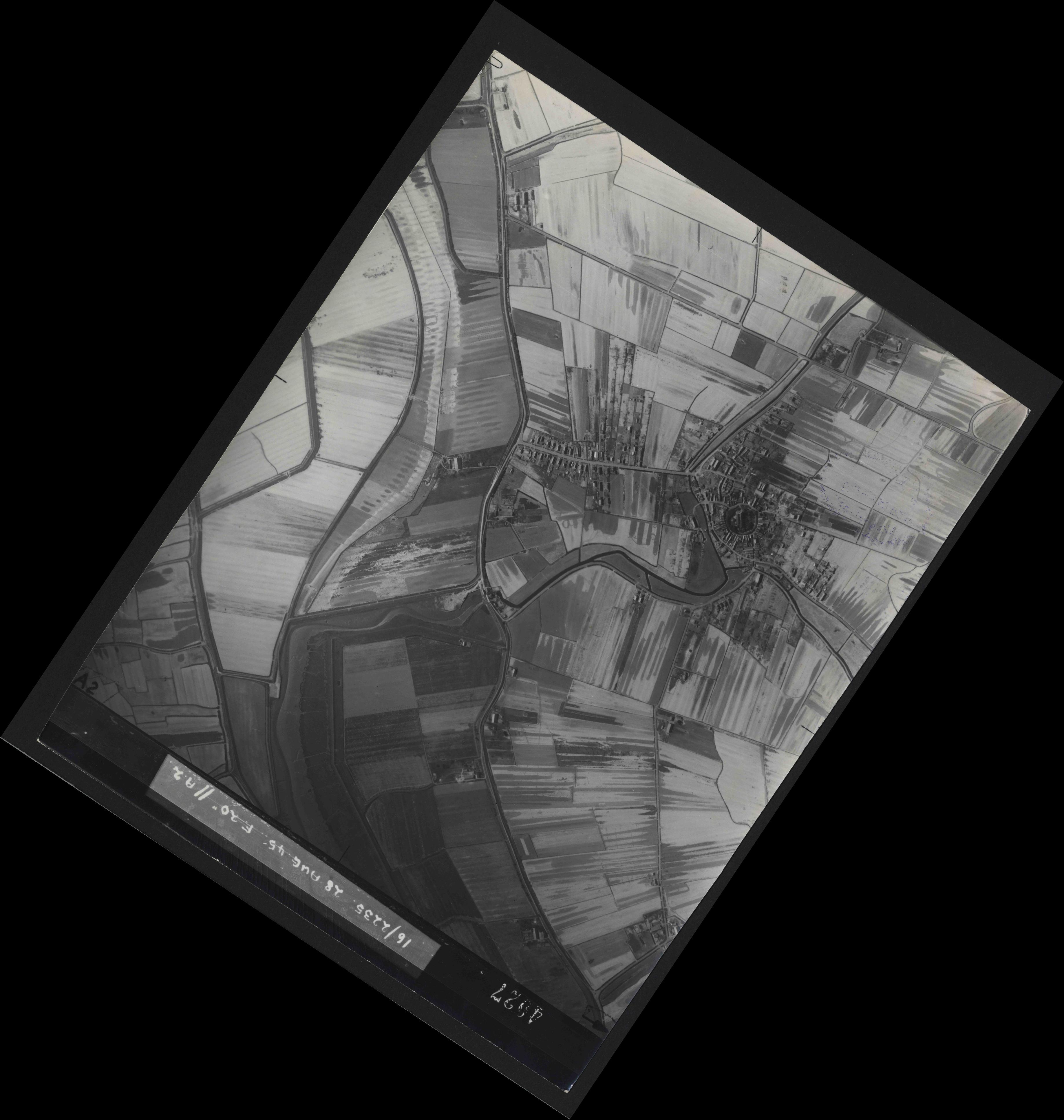 Collection RAF aerial photos 1940-1945 - flight 033, run 07, photo 4027