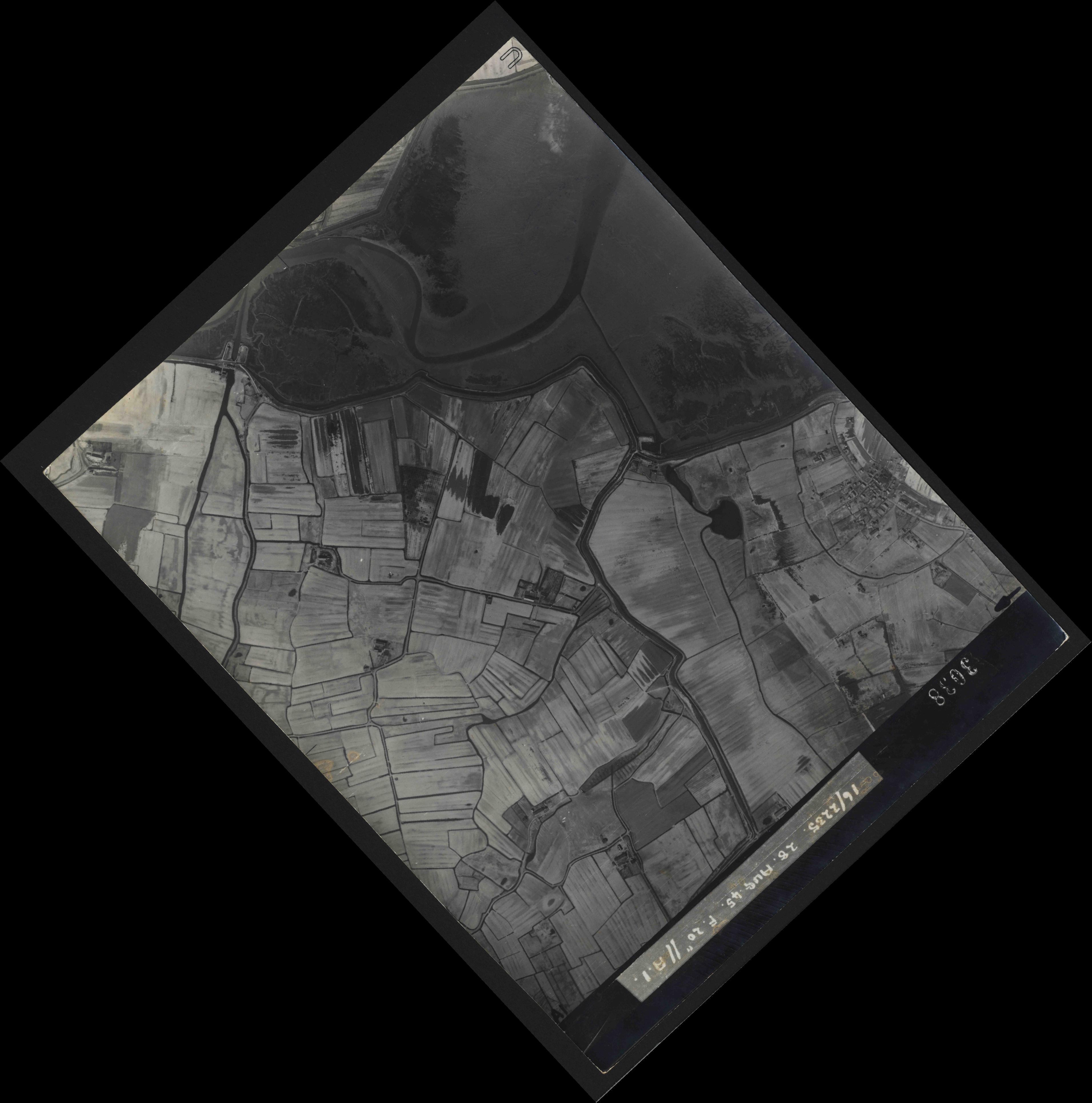 Collection RAF aerial photos 1940-1945 - flight 033, run 08, photo 3038