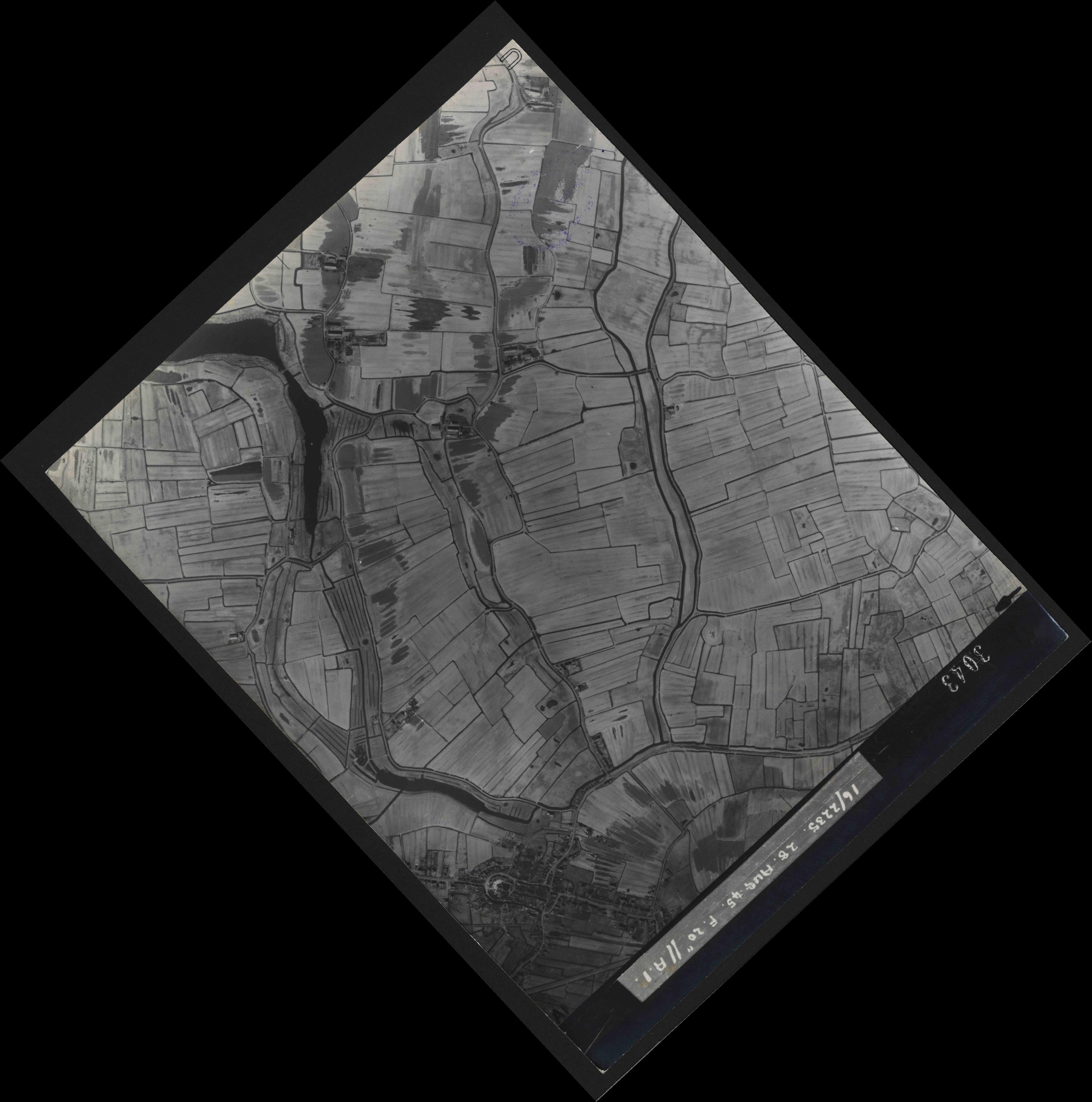 Collection RAF aerial photos 1940-1945 - flight 033, run 08, photo 3043