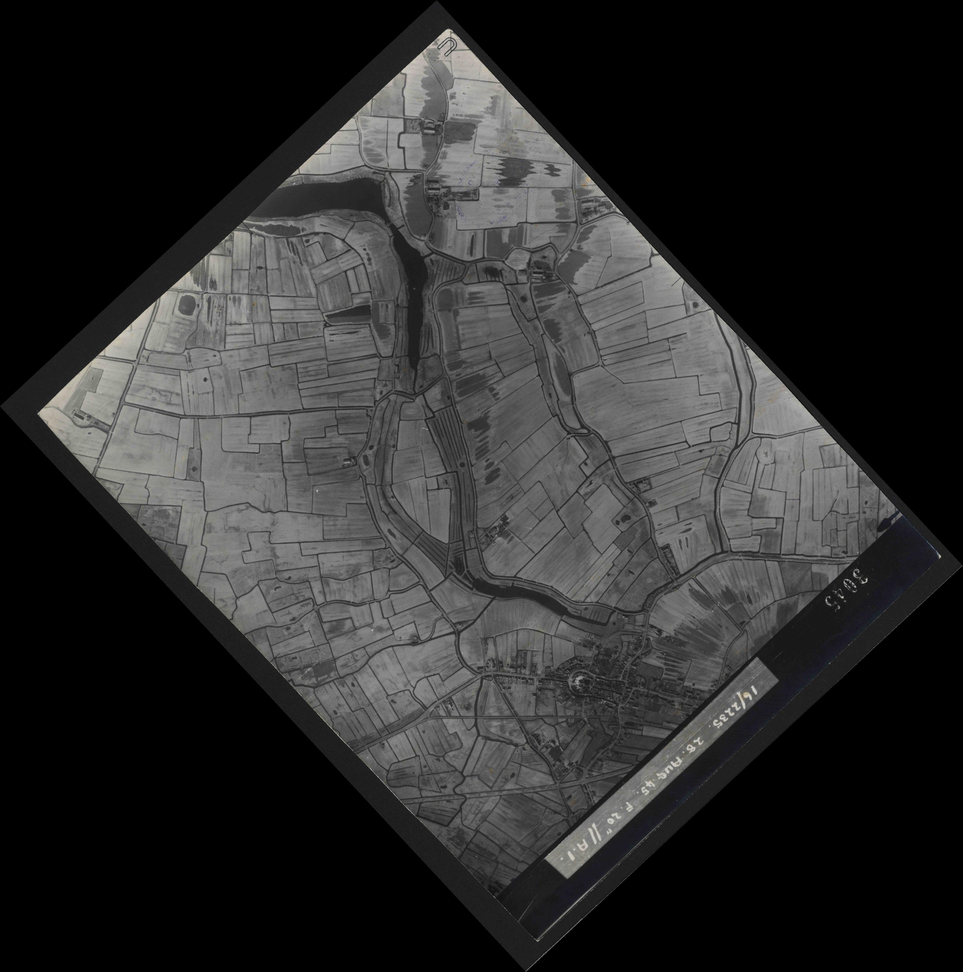 Collection RAF aerial photos 1940-1945 - flight 033, run 08, photo 3045