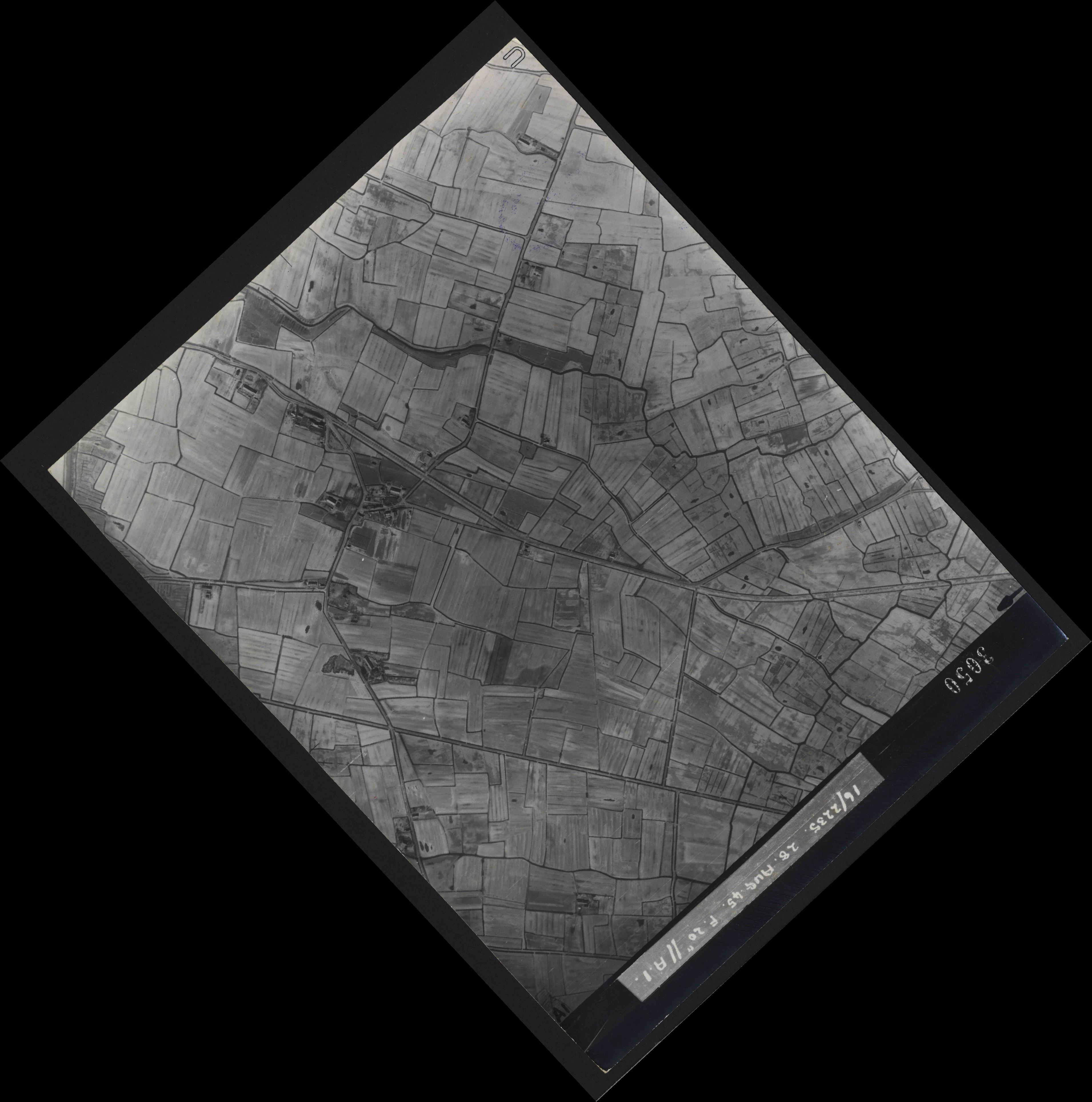 Collection RAF aerial photos 1940-1945 - flight 033, run 08, photo 3050