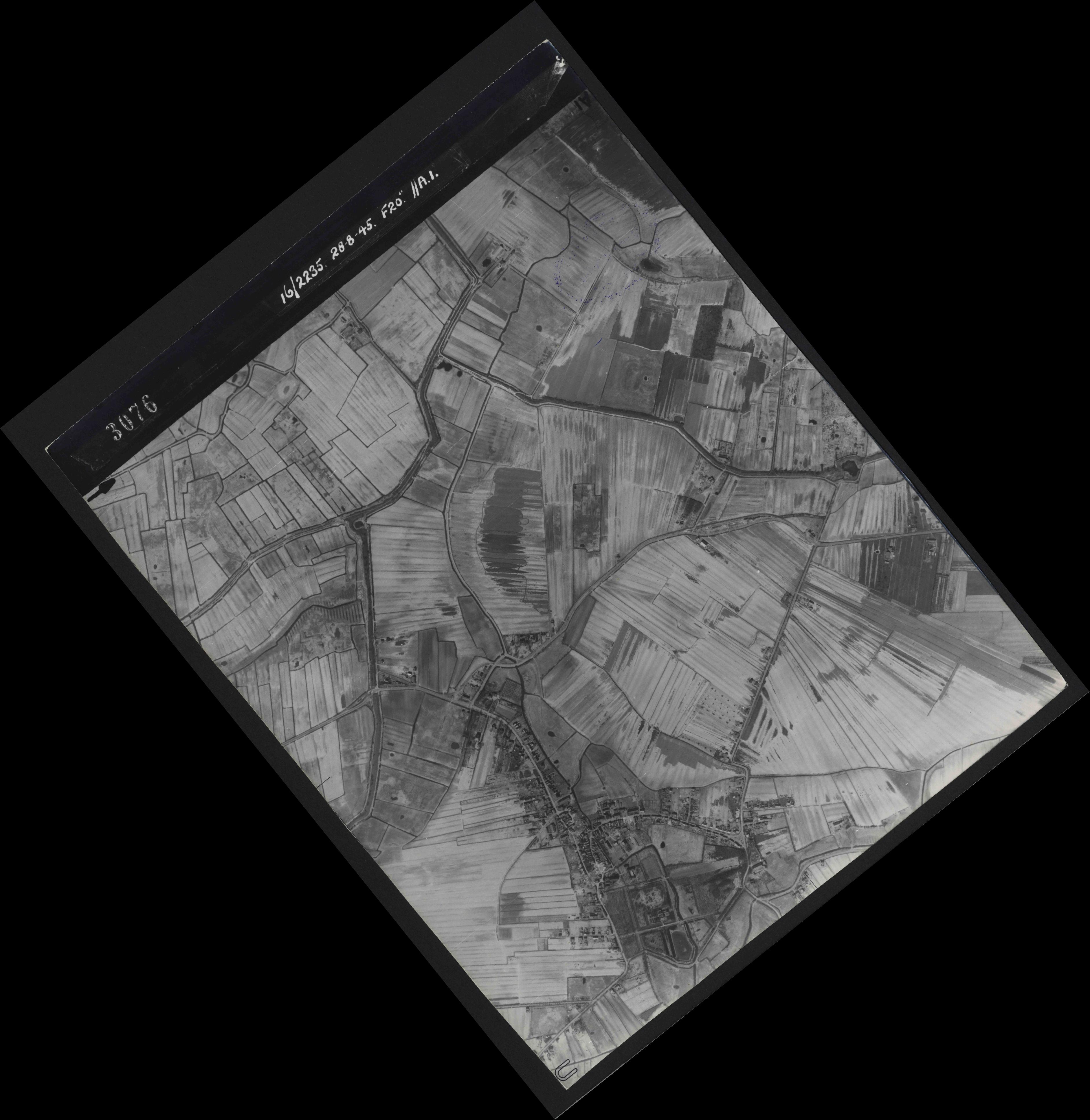 Collection RAF aerial photos 1940-1945 - flight 033, run 09, photo 3076