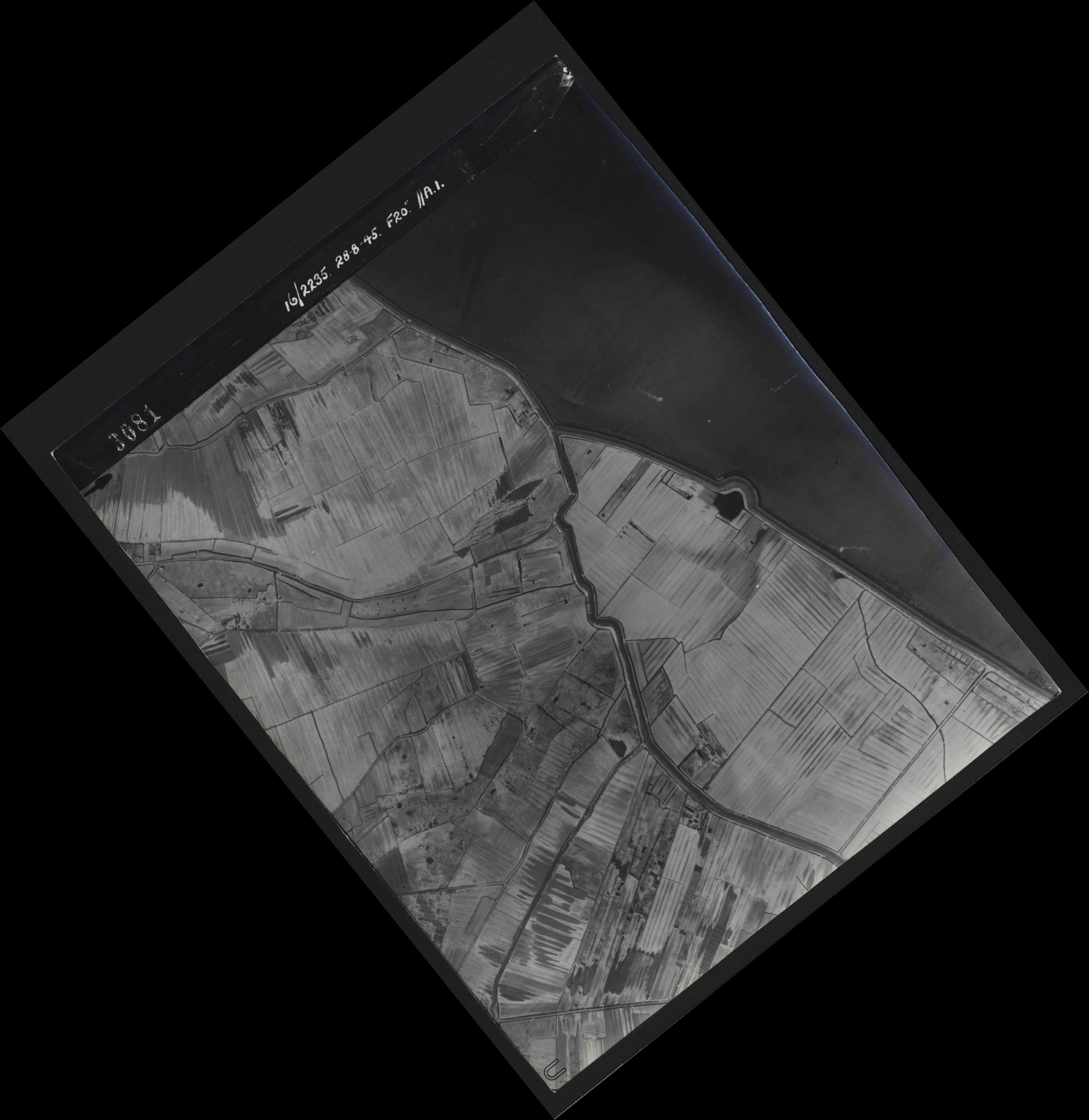 Collection RAF aerial photos 1940-1945 - flight 033, run 09, photo 3081