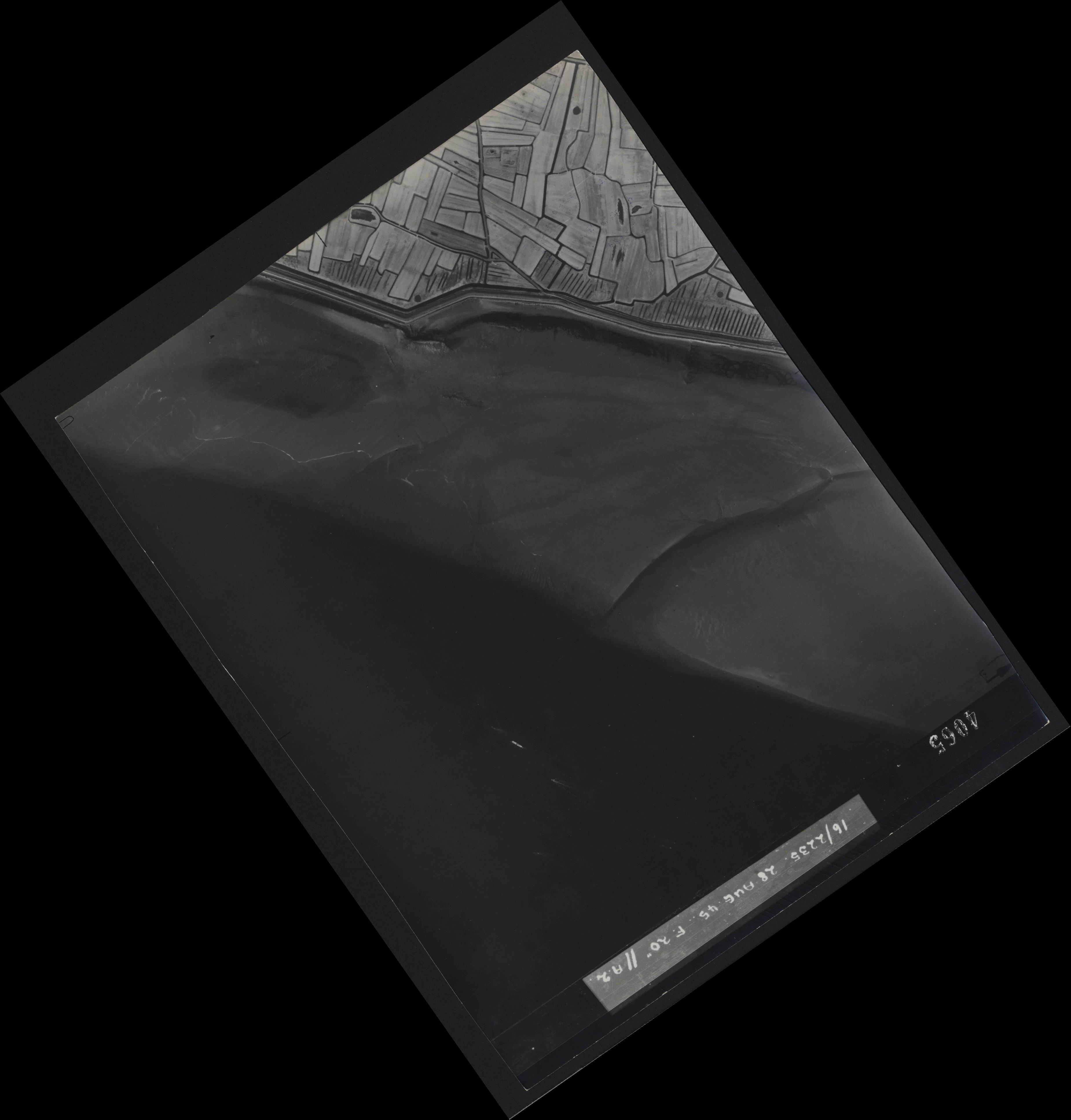 Collection RAF aerial photos 1940-1945 - flight 033, run 10, photo 4065