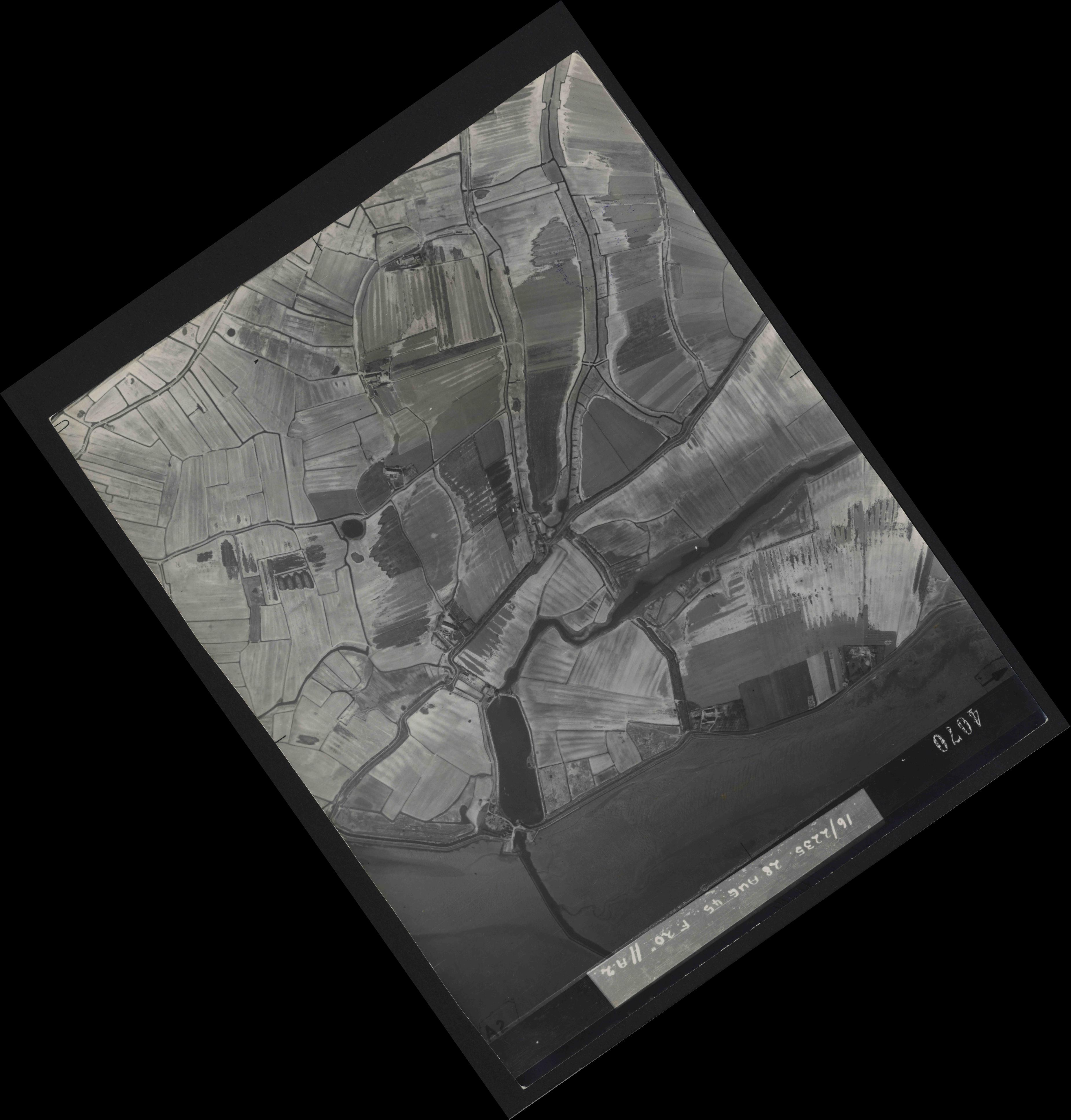 Collection RAF aerial photos 1940-1945 - flight 033, run 10, photo 4070