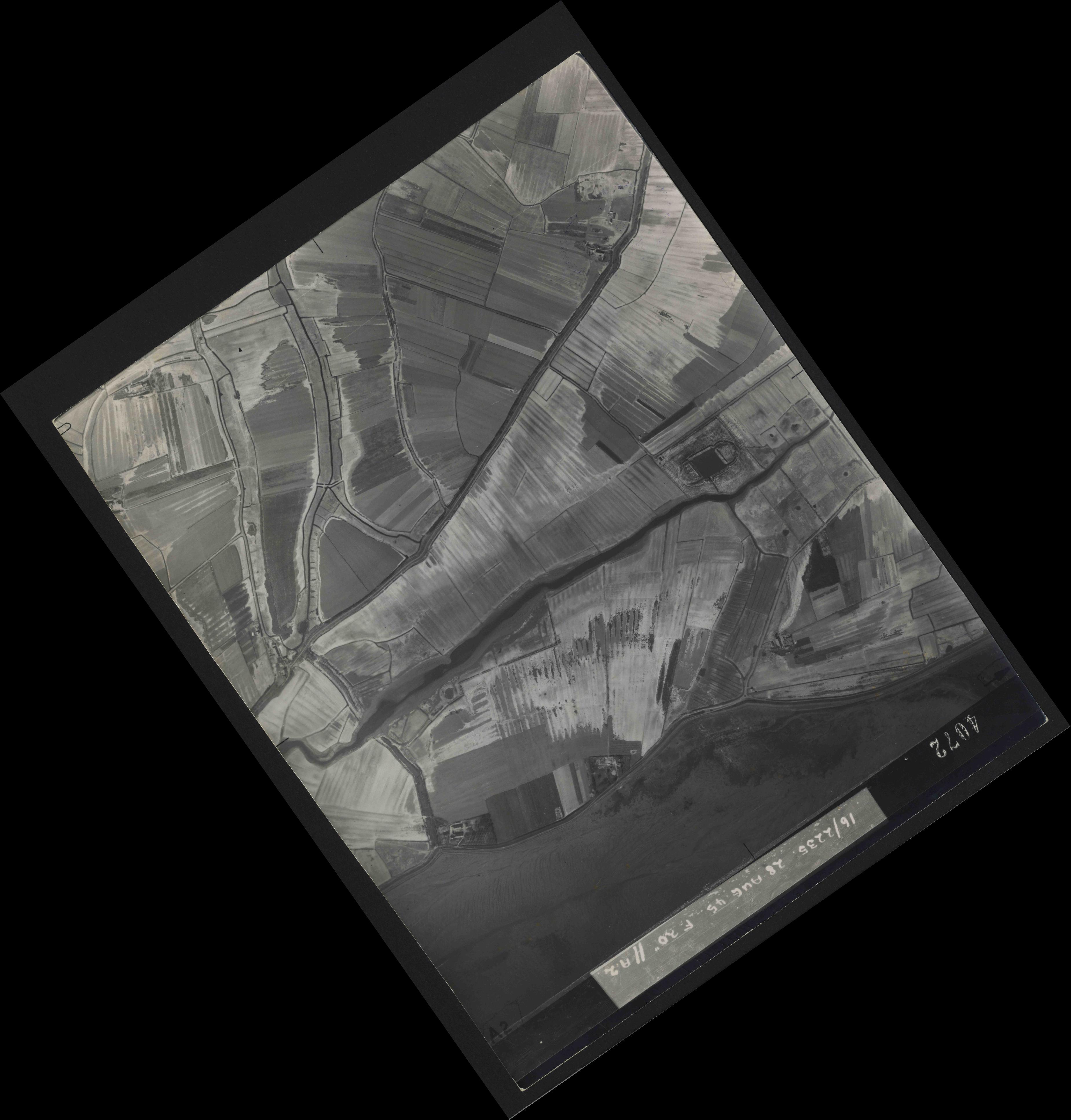 Collection RAF aerial photos 1940-1945 - flight 033, run 10, photo 4072