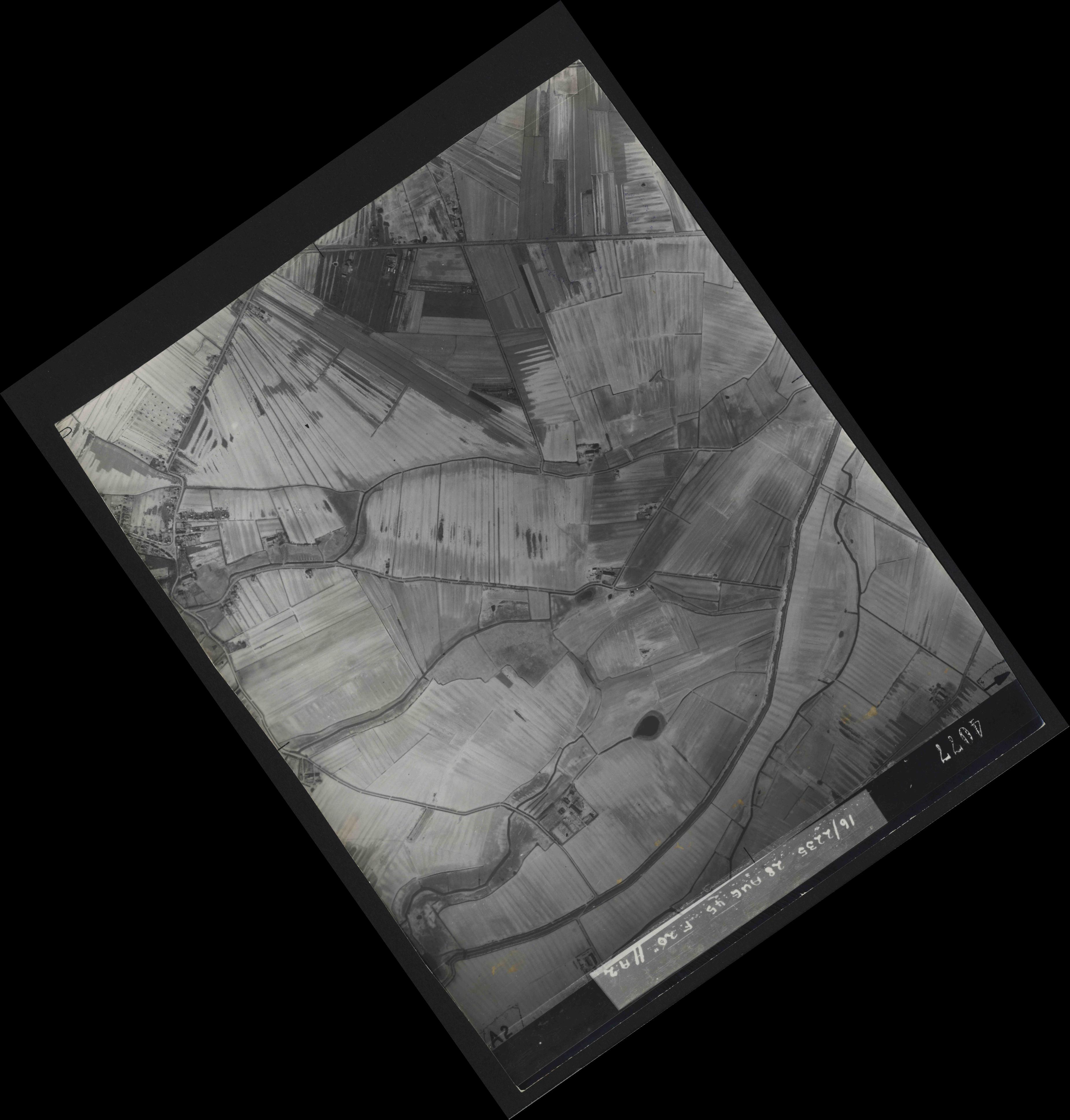Collection RAF aerial photos 1940-1945 - flight 033, run 10, photo 4077