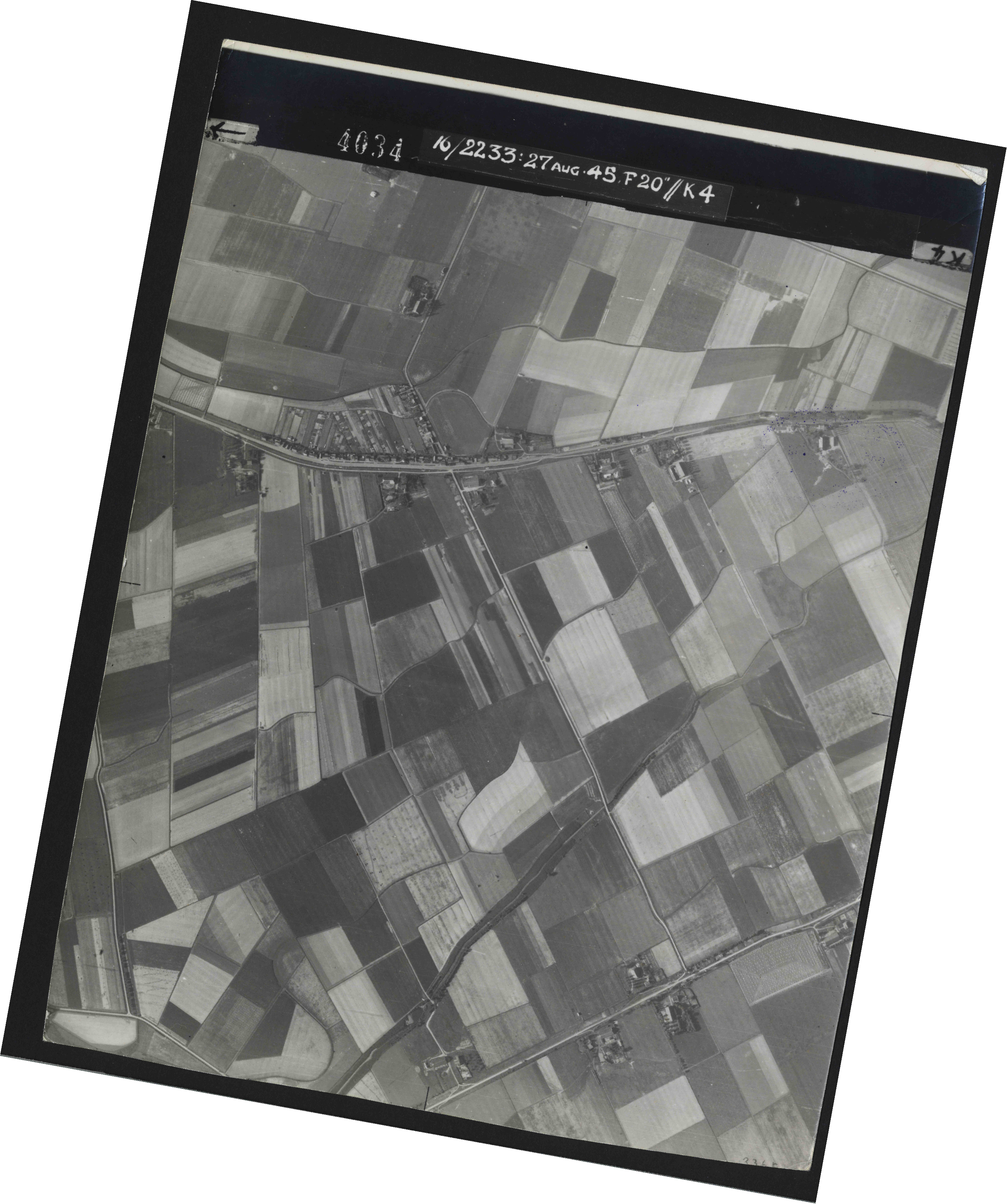 Collection RAF aerial photos 1940-1945 - flight 034, run 07, photo 4034