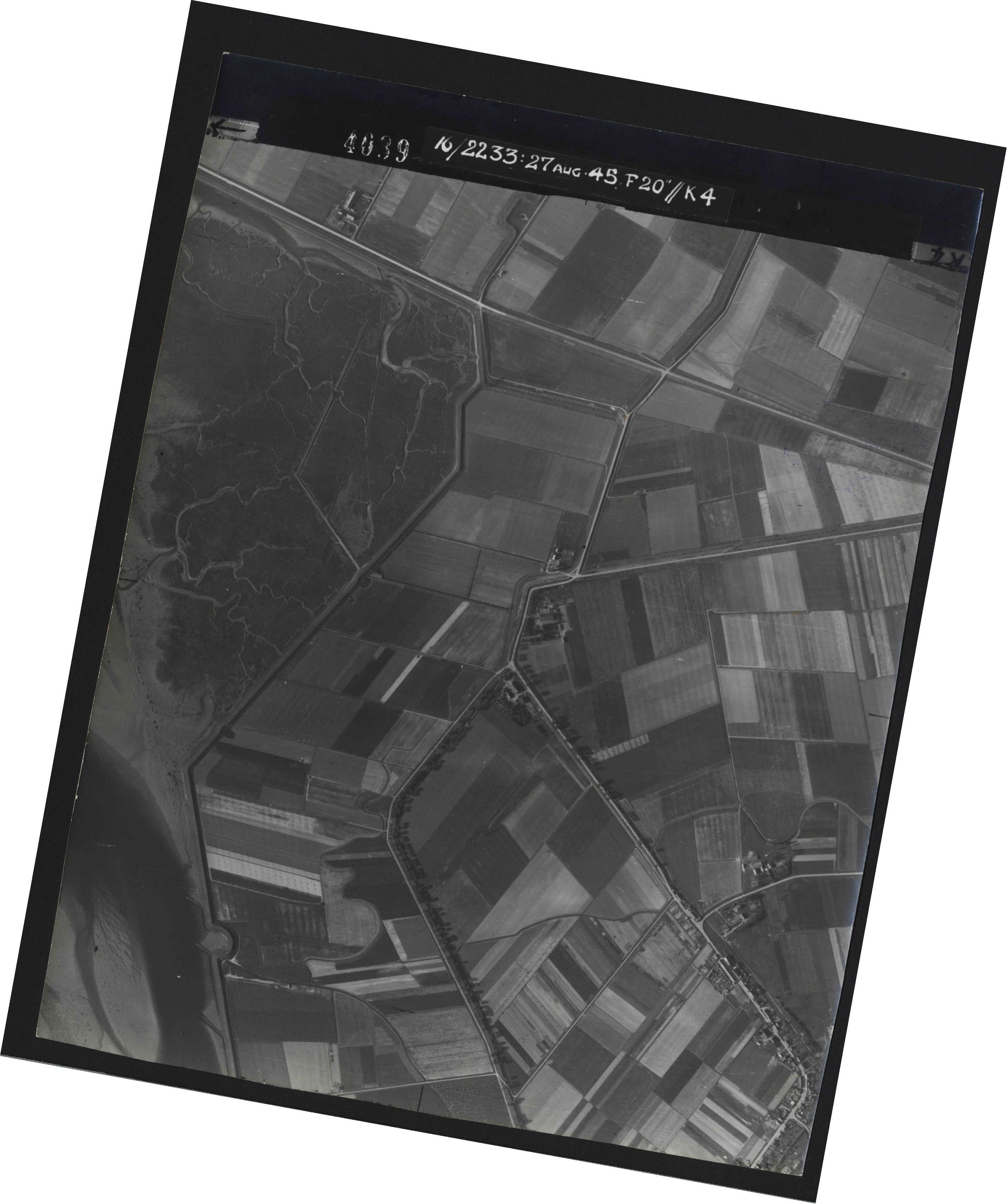 Collection RAF aerial photos 1940-1945 - flight 034, run 07, photo 4039