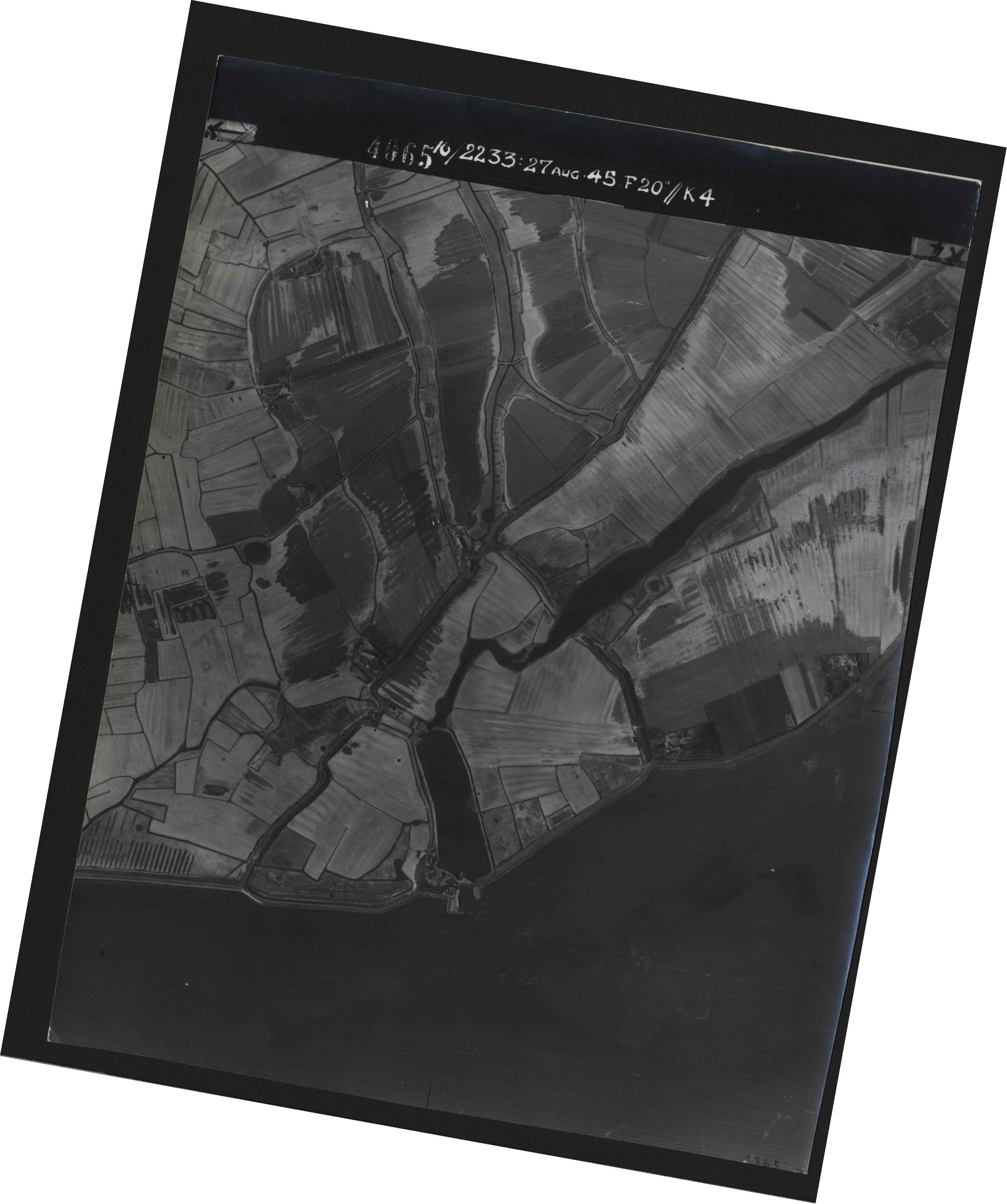 Collection RAF aerial photos 1940-1945 - flight 034, run 07, photo 4065