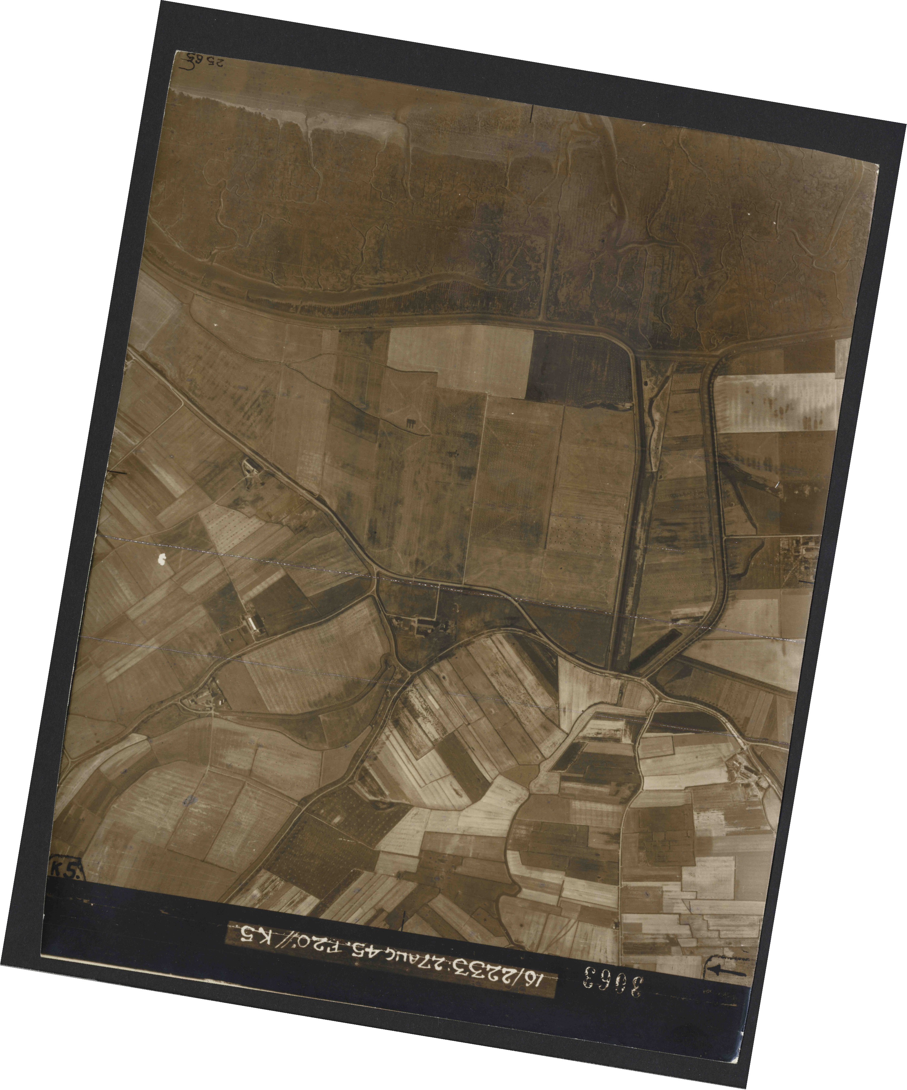 Collection RAF aerial photos 1940-1945 - flight 034, run 08, photo 3063