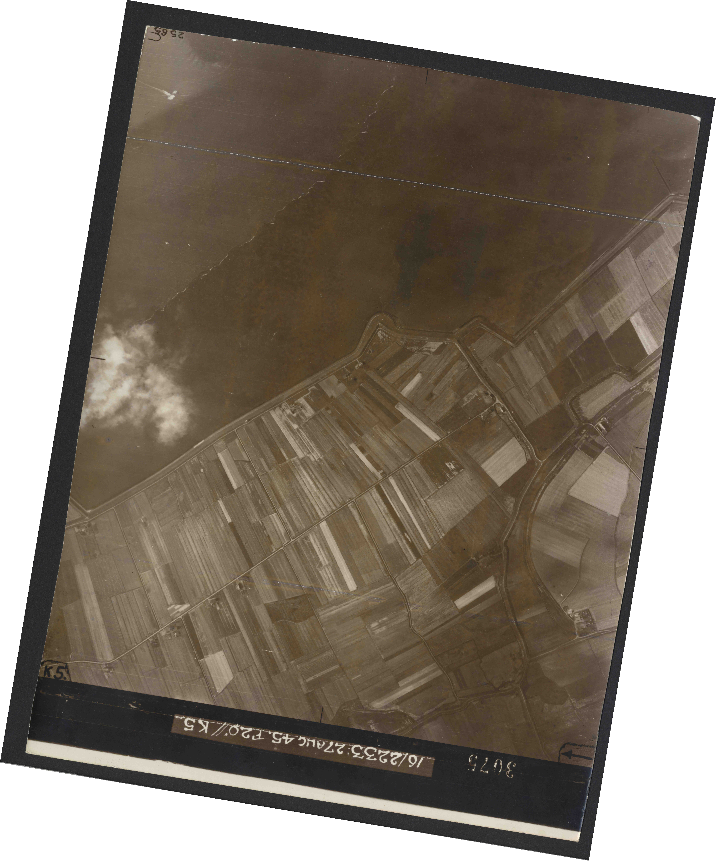 Collection RAF aerial photos 1940-1945 - flight 034, run 08, photo 3075