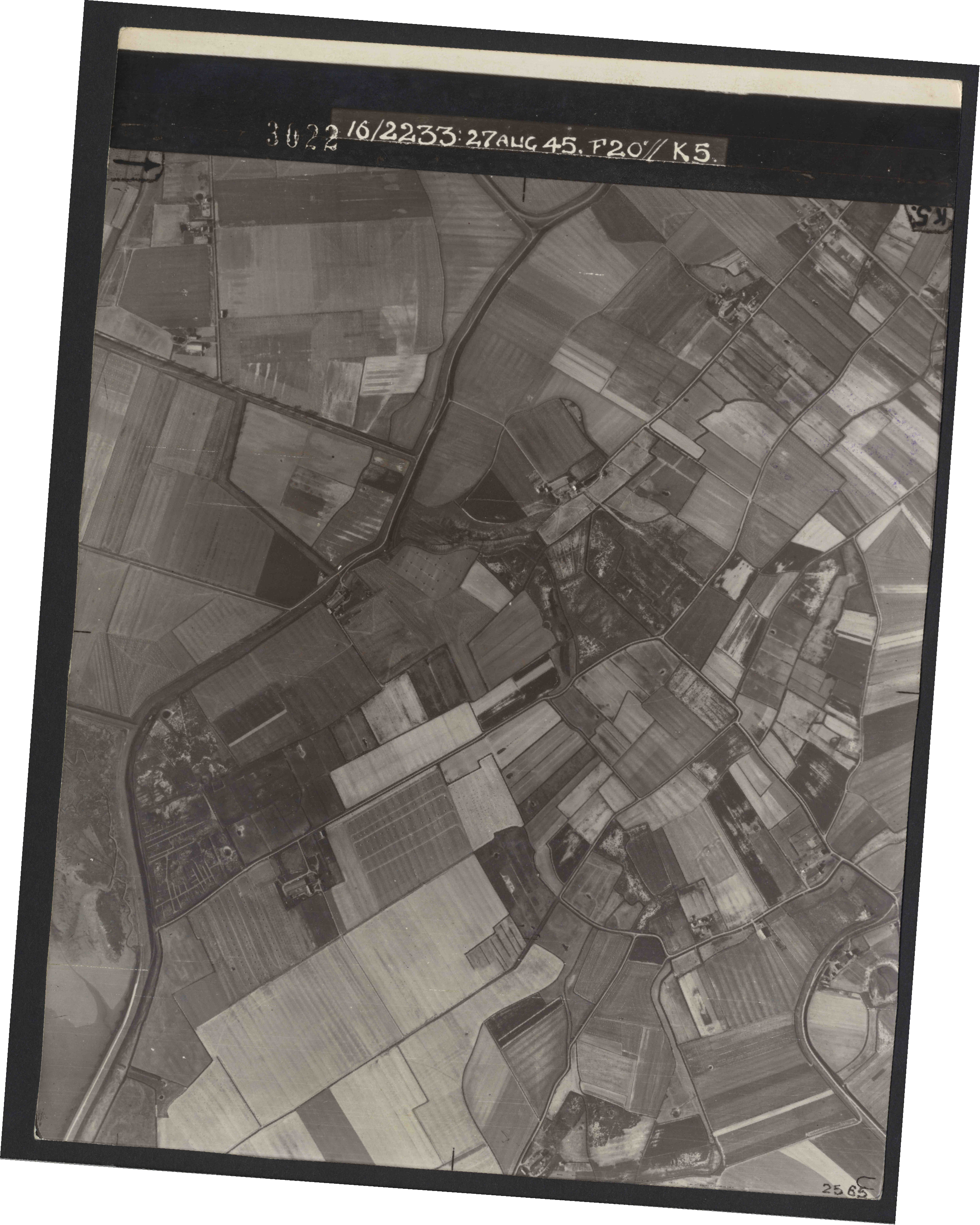 Collection RAF aerial photos 1940-1945 - flight 034, run 09, photo 3022