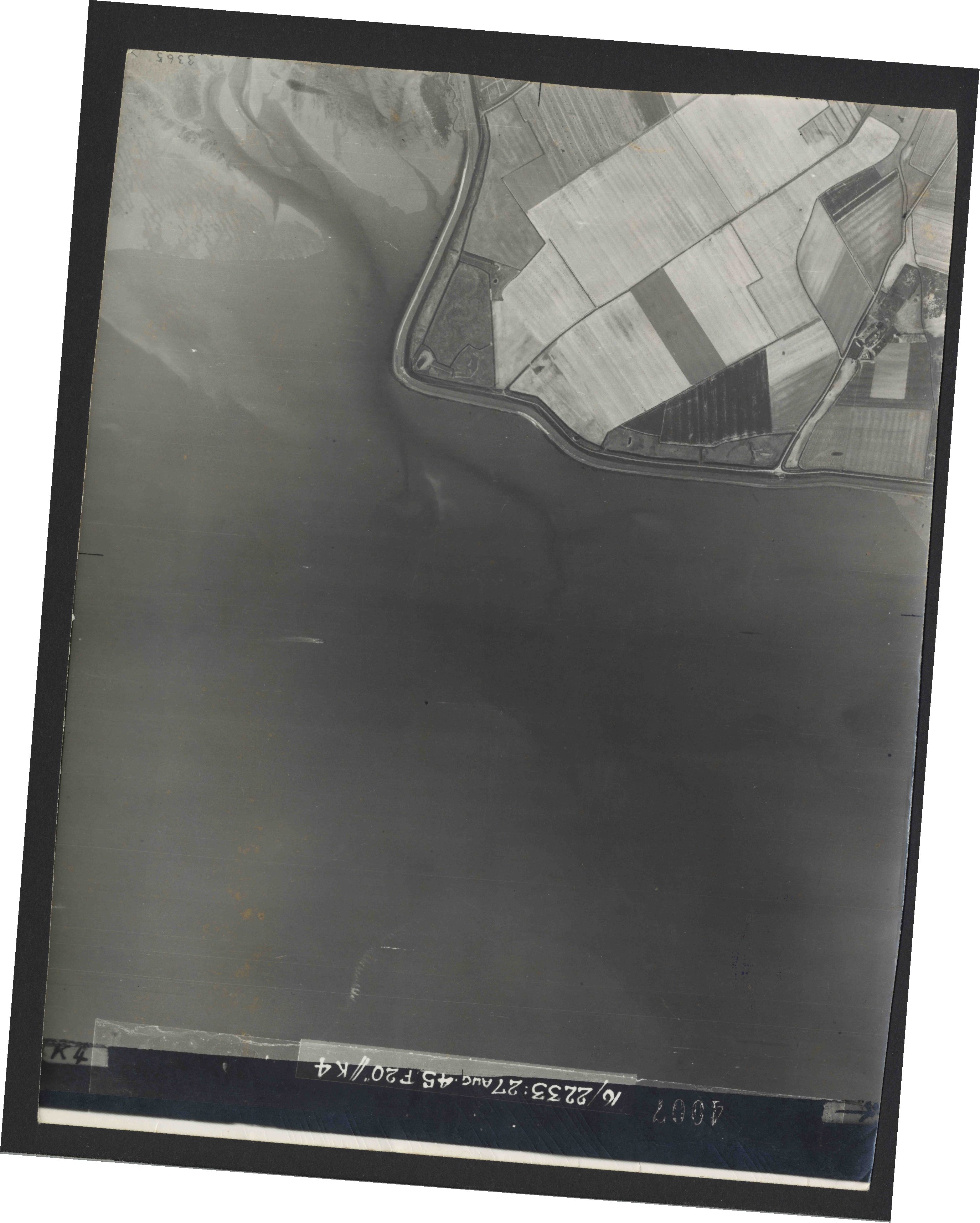 Collection RAF aerial photos 1940-1945 - flight 034, run 10, photo 4007