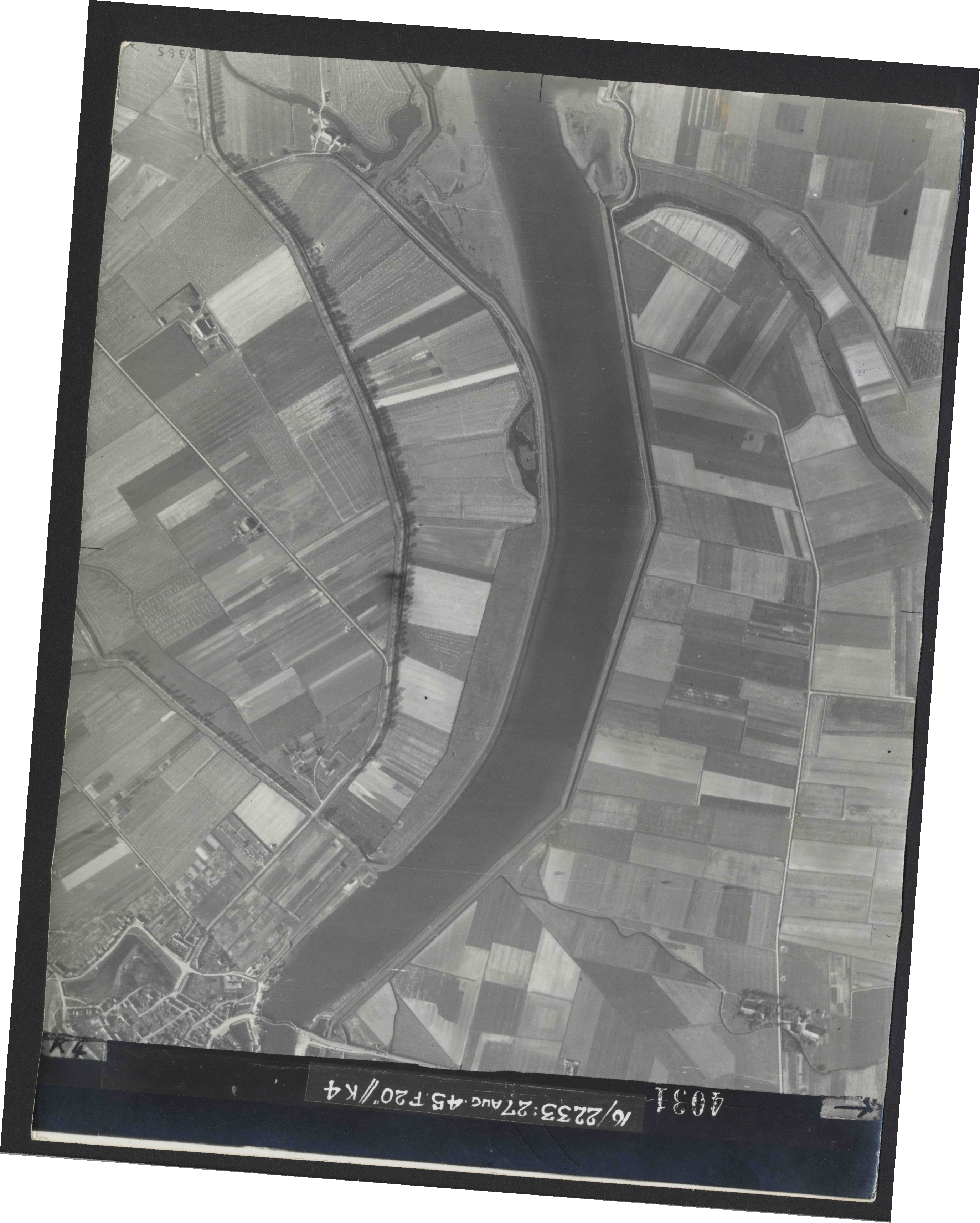 Collection RAF aerial photos 1940-1945 - flight 034, run 10, photo 4031