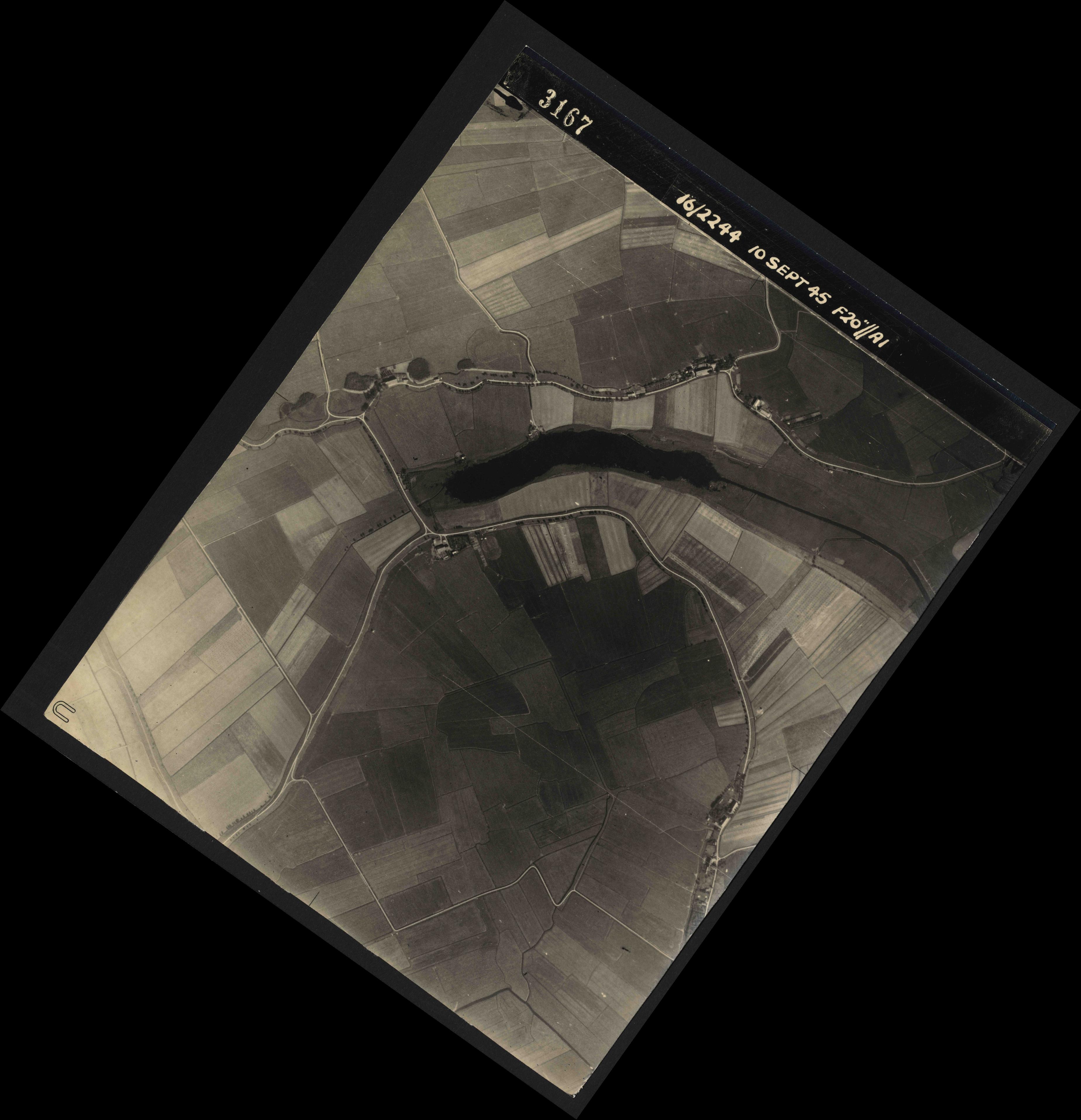 Collection RAF aerial photos 1940-1945 - flight 035, run 11, photo 3167