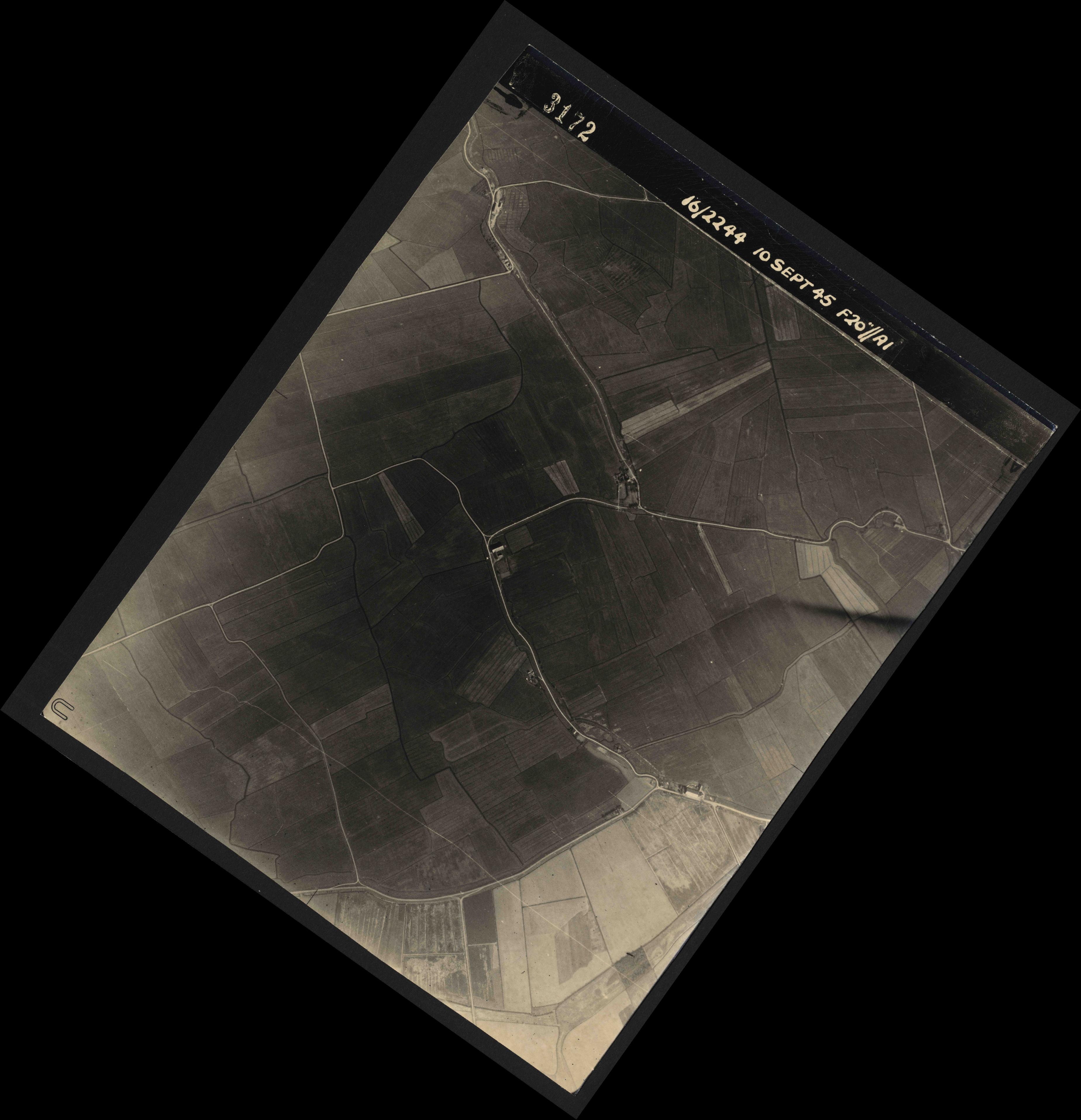 Collection RAF aerial photos 1940-1945 - flight 035, run 11, photo 3172