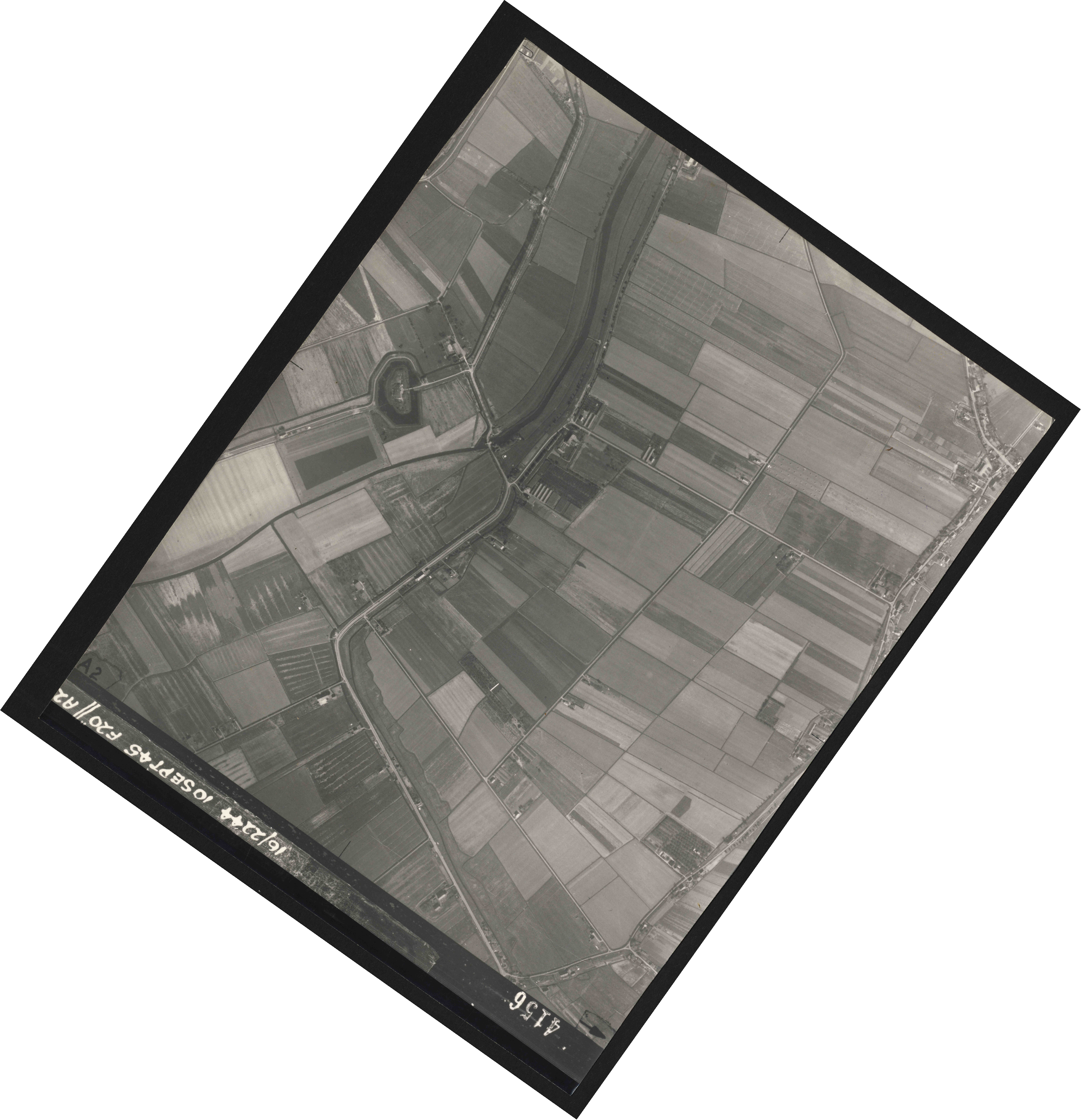 Collection RAF aerial photos 1940-1945 - flight 035, run 12, photo 4156