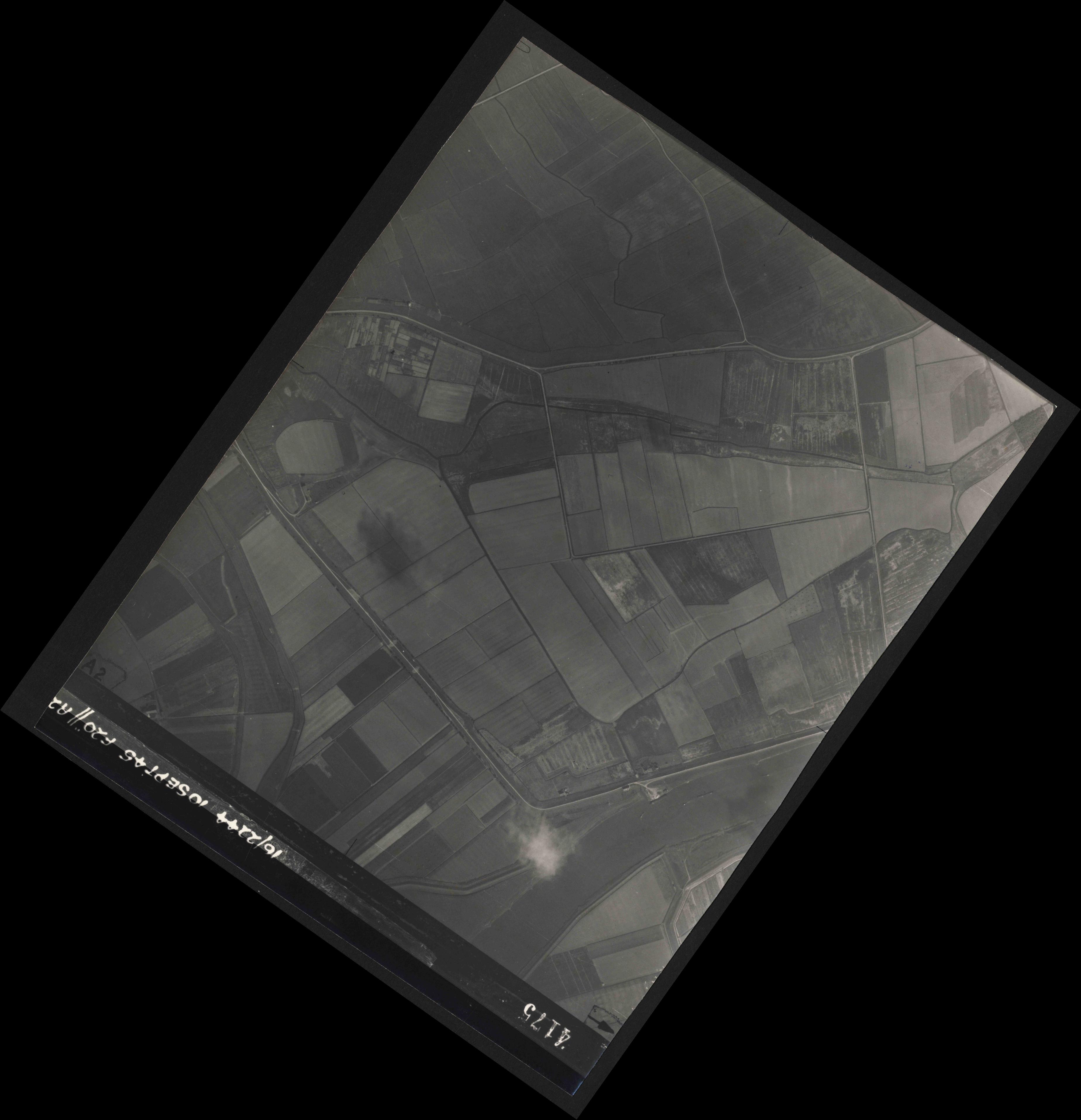 Collection RAF aerial photos 1940-1945 - flight 035, run 12, photo 4175