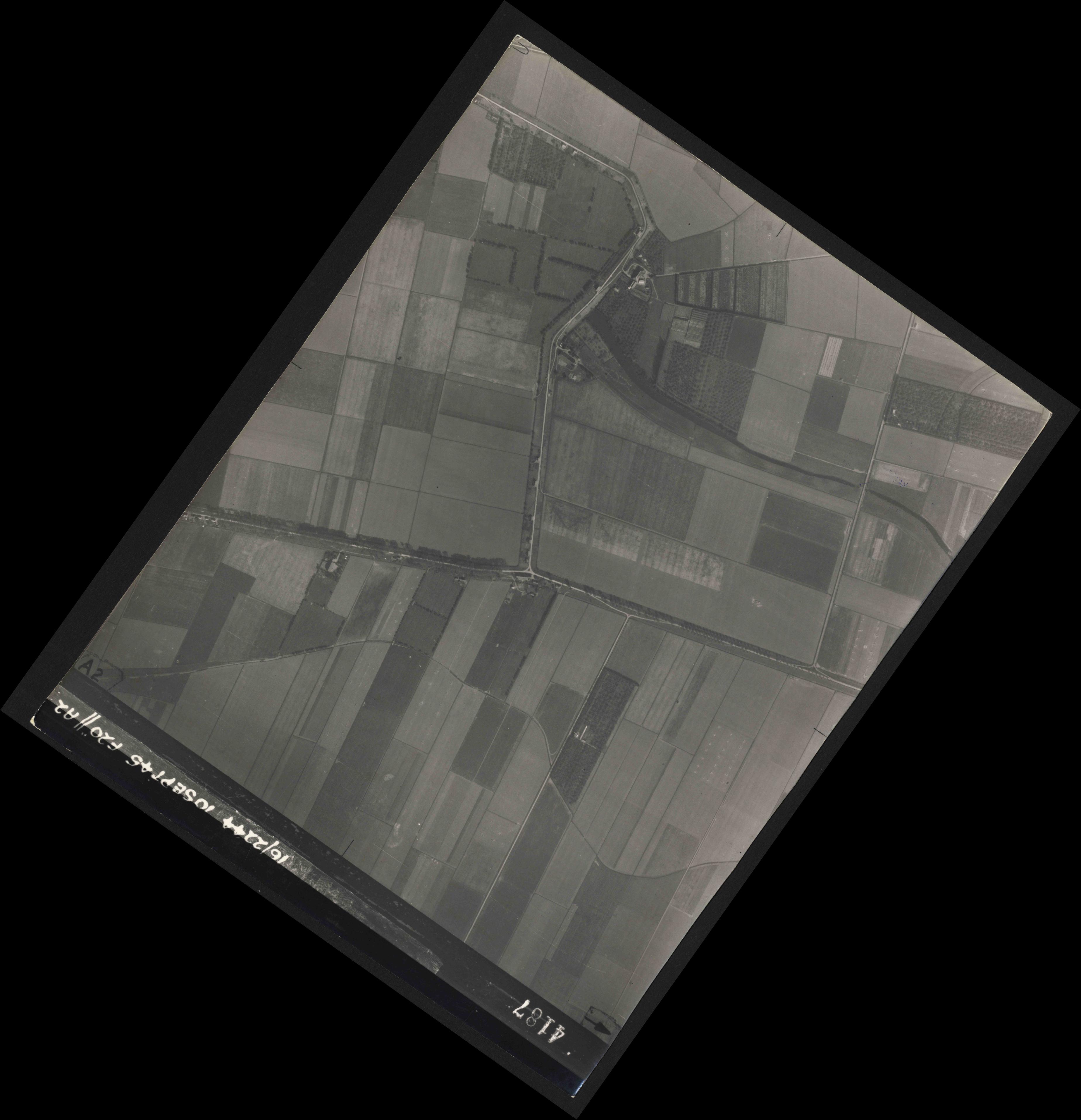 Collection RAF aerial photos 1940-1945 - flight 035, run 12, photo 4187