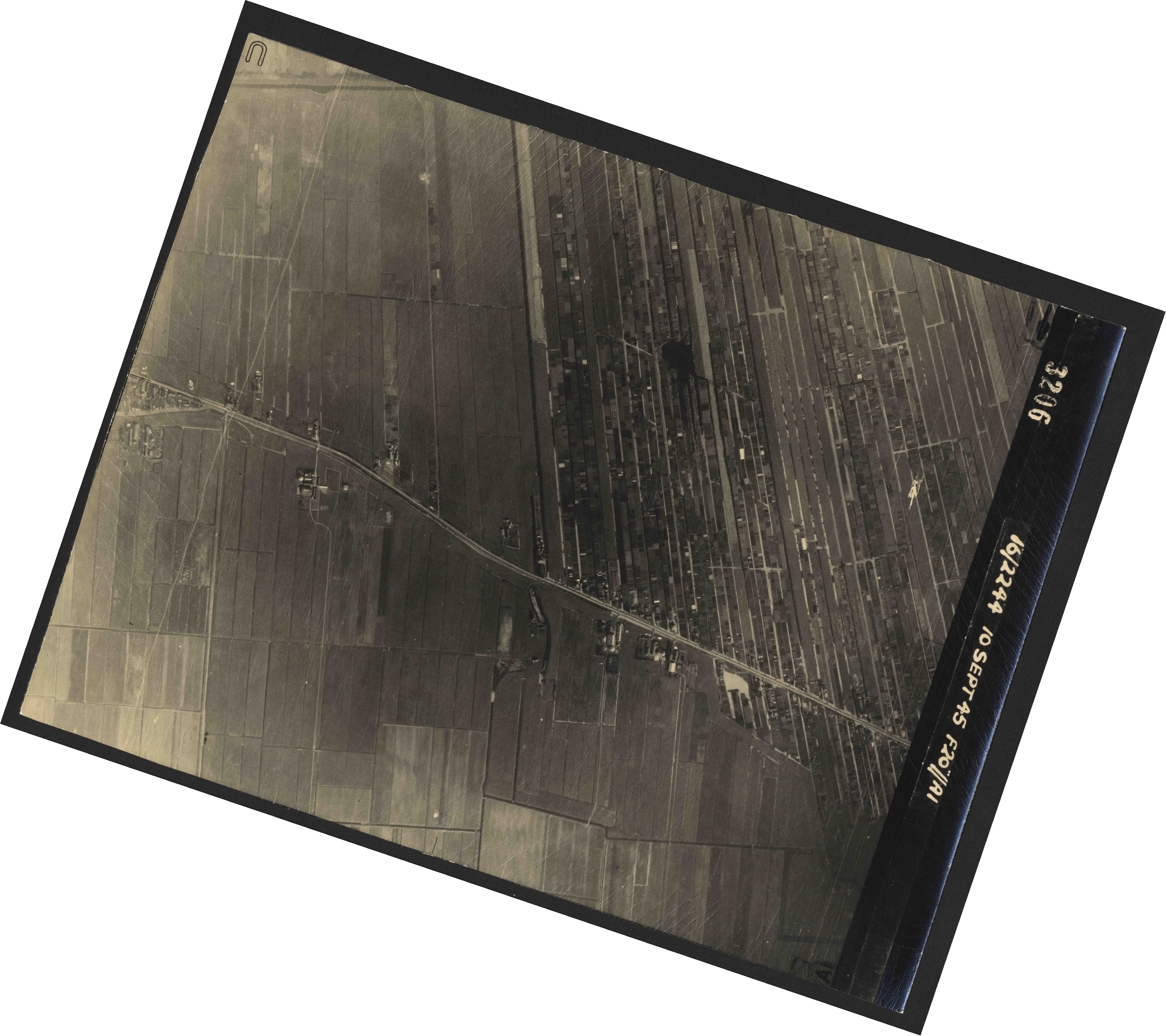 Collection RAF aerial photos 1940-1945 - flight 035, run 14, photo 3206