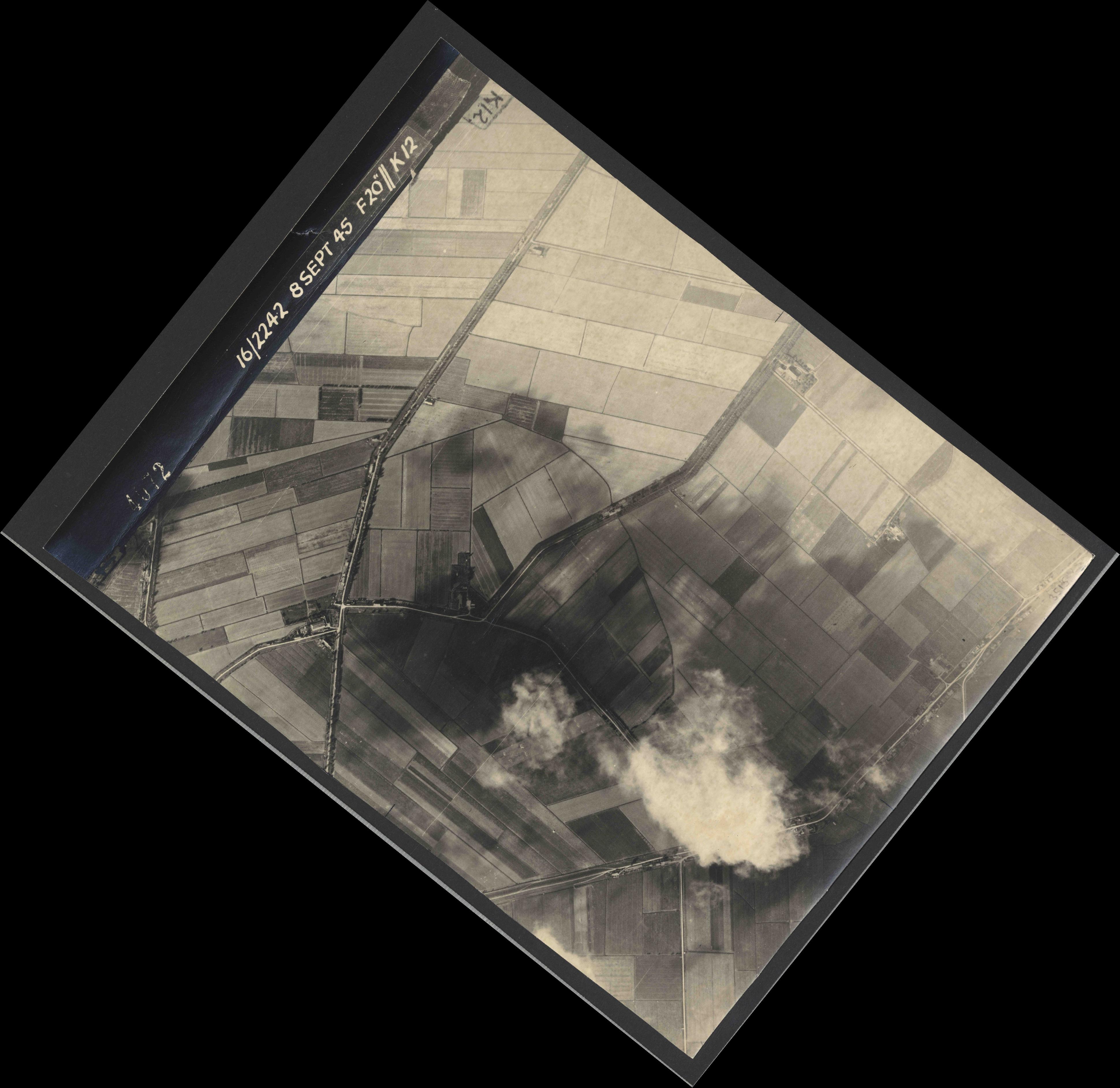 Collection RAF aerial photos 1940-1945 - flight 036, run 10, photo 4072